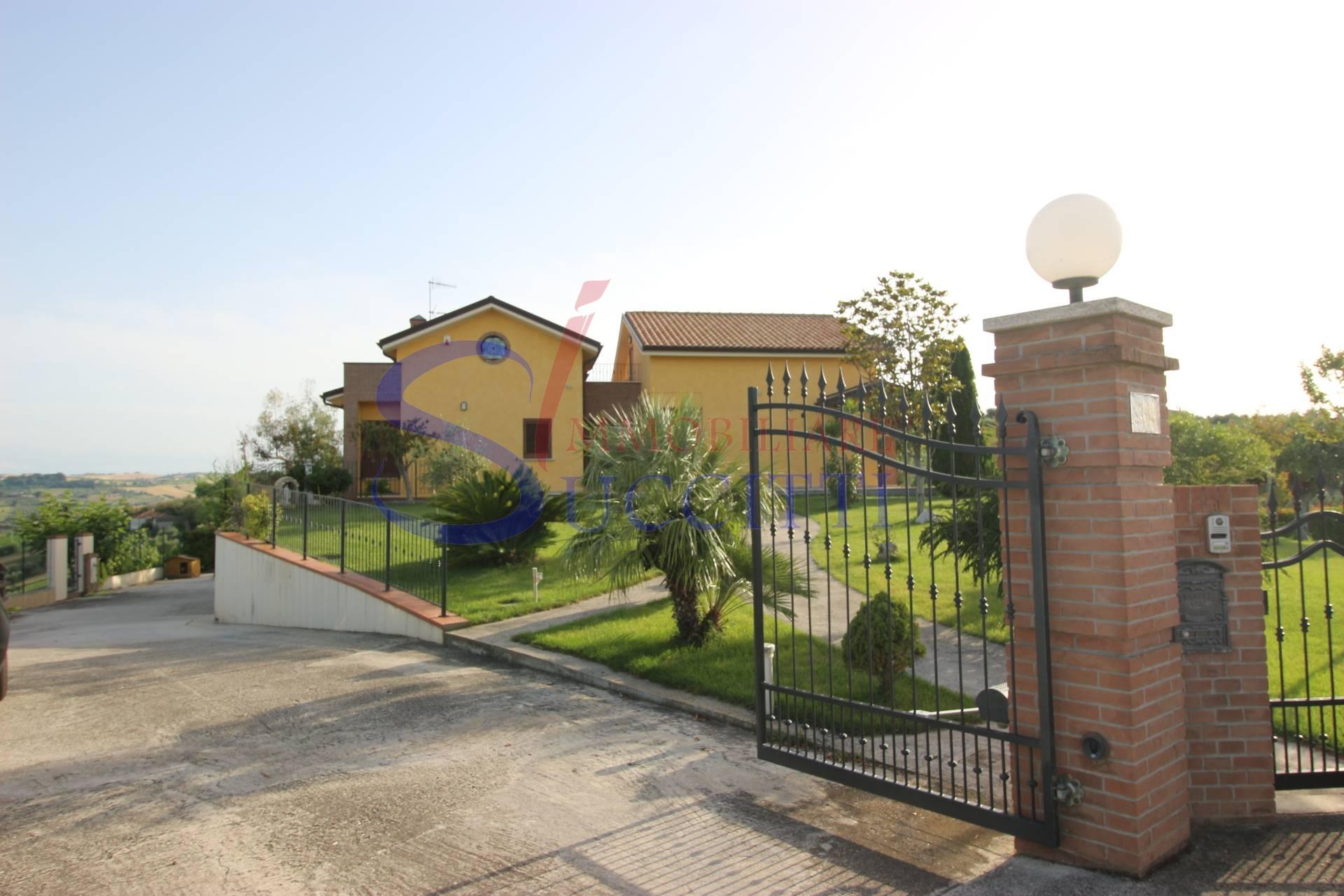 Villa in vendita a Tortoreto, 7 locali, zona abianca, Trattative riservate   PortaleAgenzieImmobiliari.it