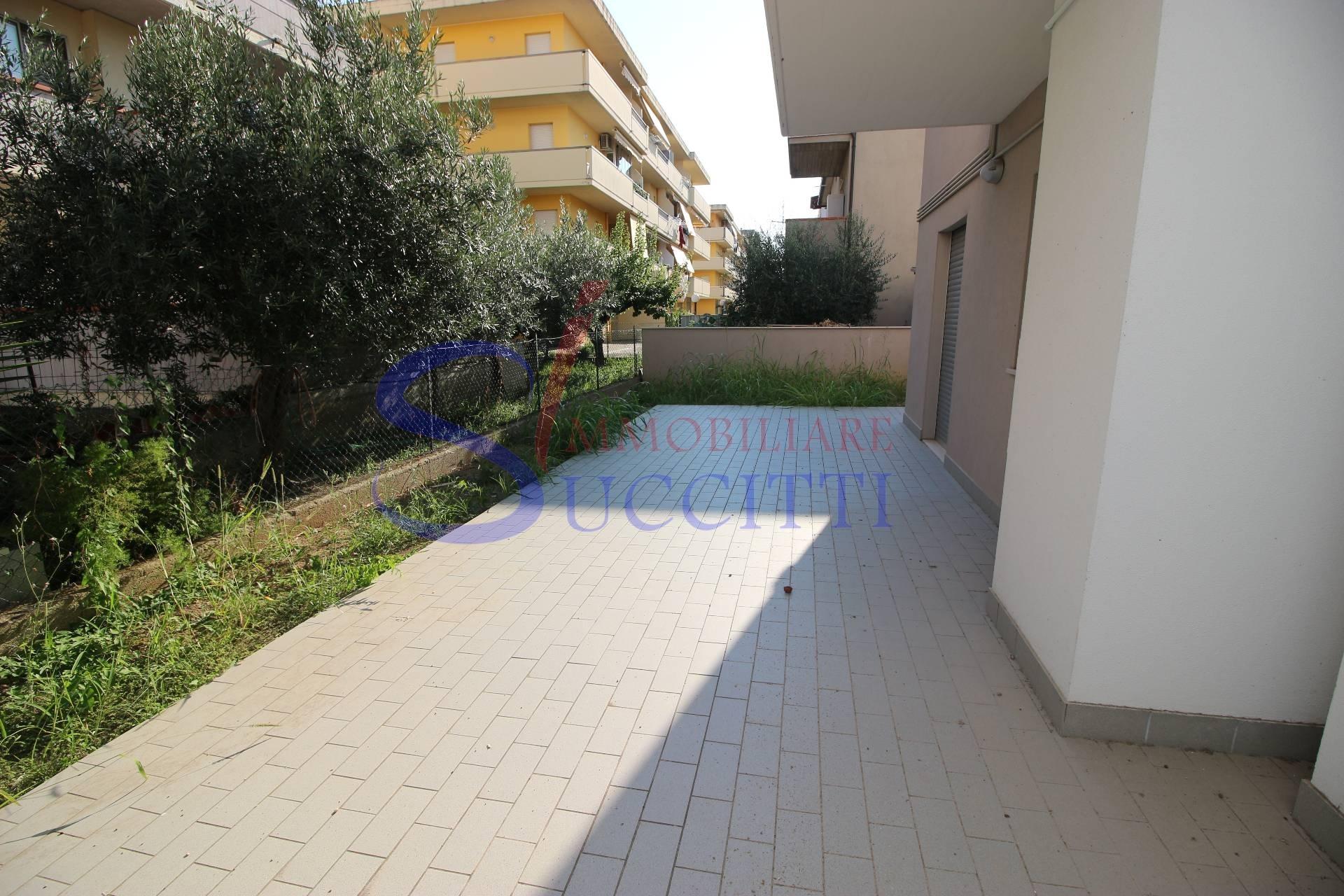 Appartamento in vendita a Alba Adriatica, 3 locali, zona Località: ZonaMare, prezzo € 165.000 | CambioCasa.it
