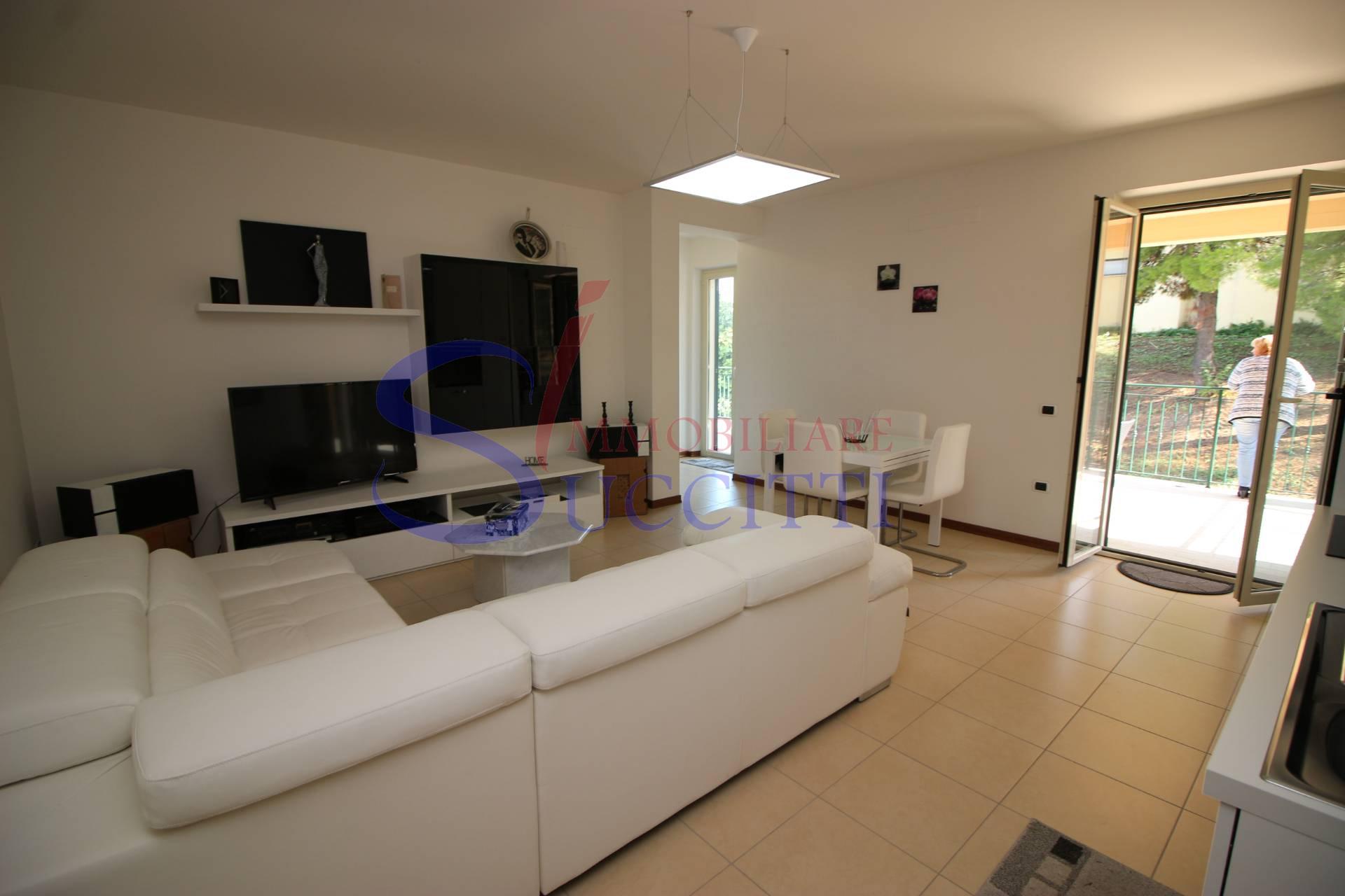 Appartamento in affitto a Bellante, 2 locali, prezzo € 400   CambioCasa.it