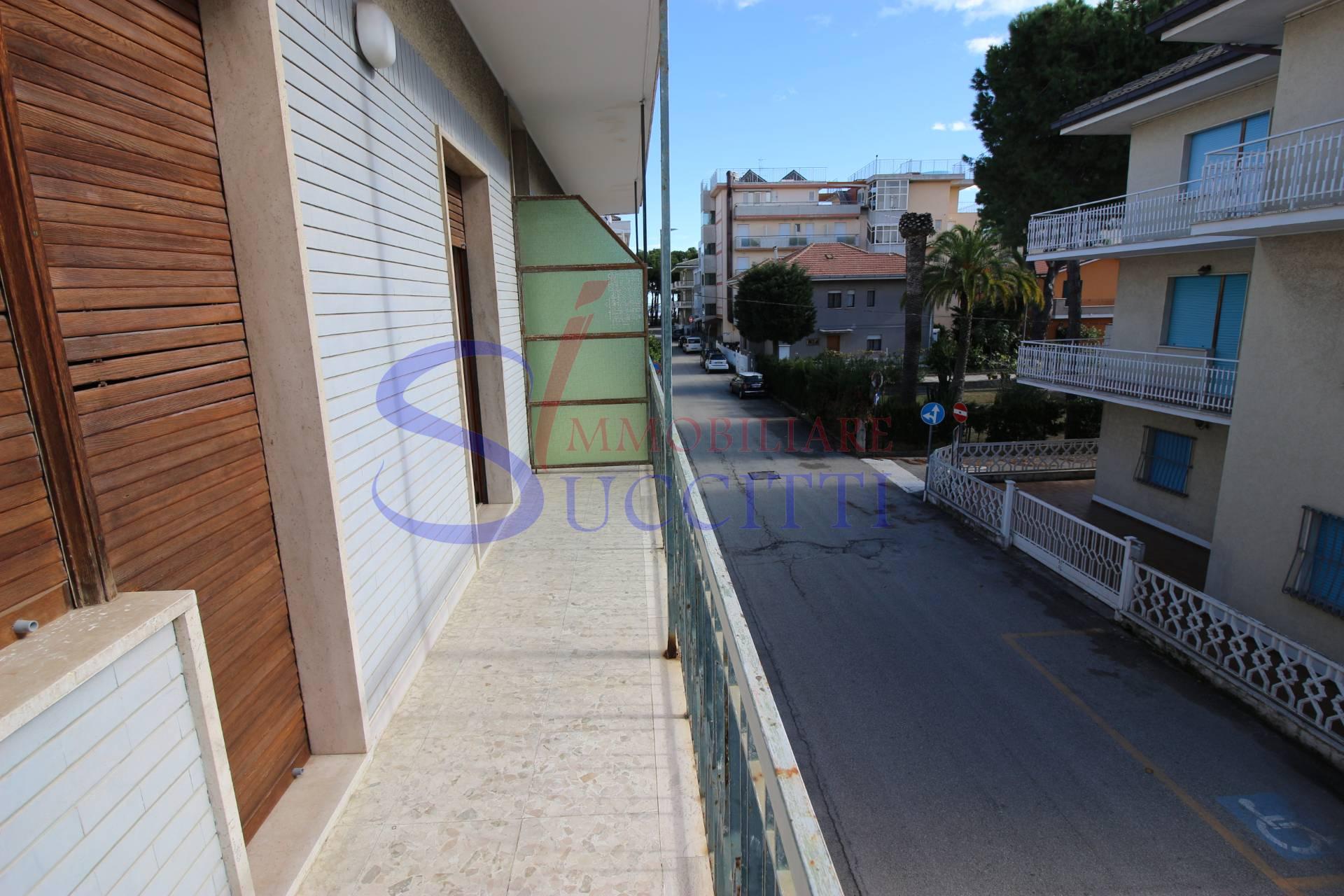 Appartamento in vendita a Alba Adriatica, 3 locali, zona Località: ZonaMare, prezzo € 125.000   CambioCasa.it