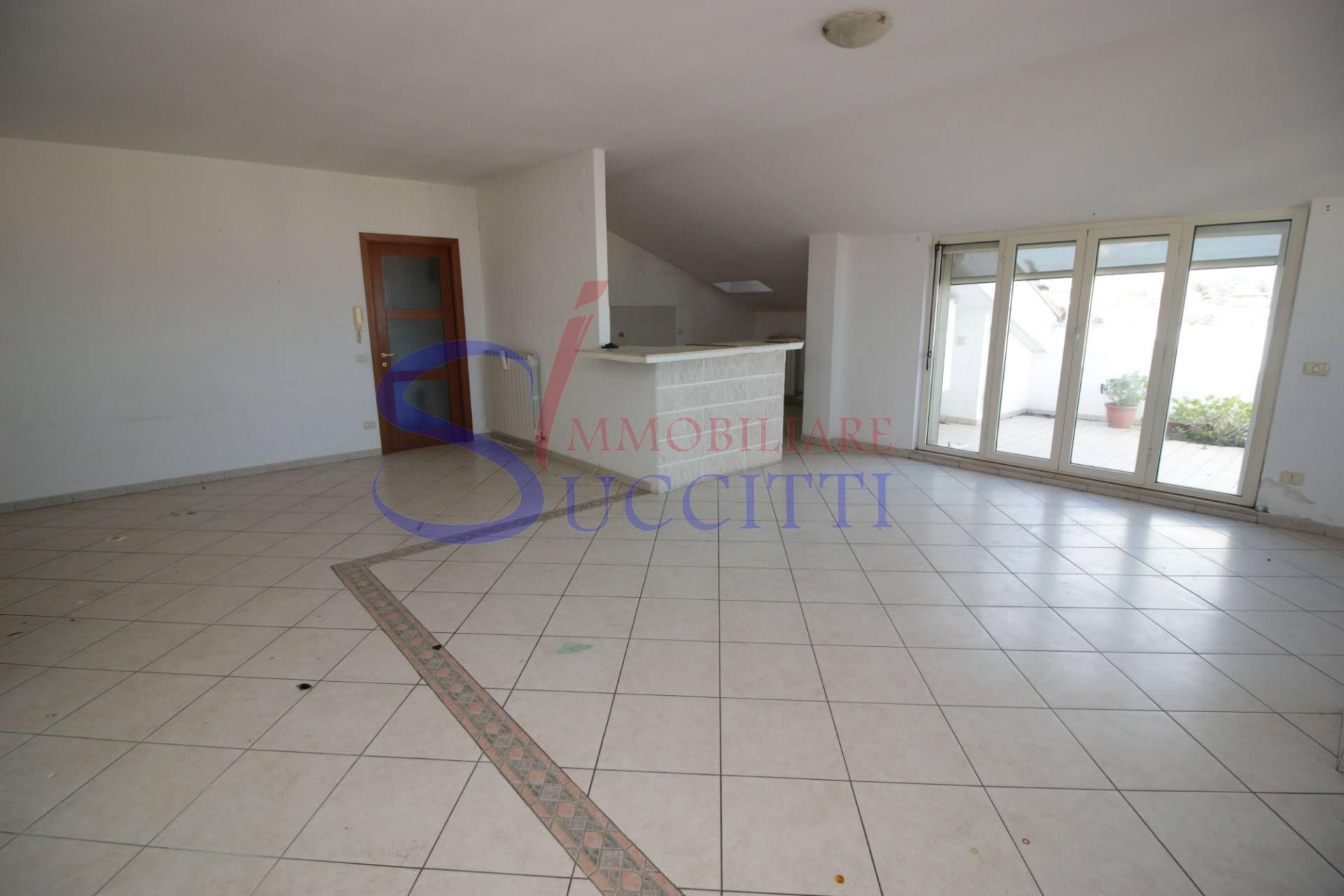 Appartamento in vendita a Corropoli, 4 locali, prezzo € 69.000 | CambioCasa.it