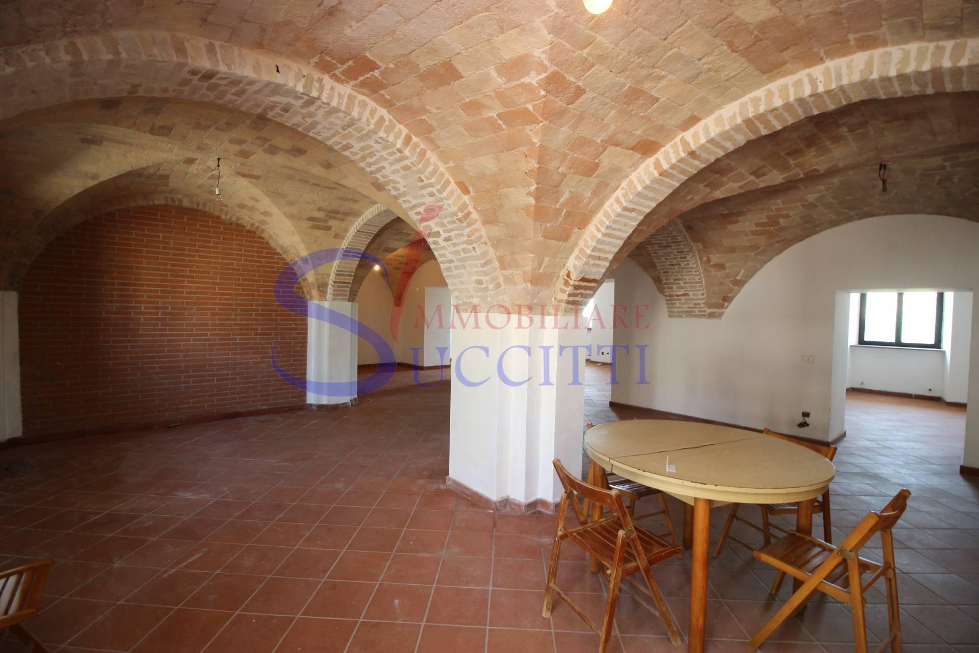 Soluzione Indipendente in affitto a Tortoreto, 11 locali, zona Zona: Salino, prezzo € 1.500 | CambioCasa.it