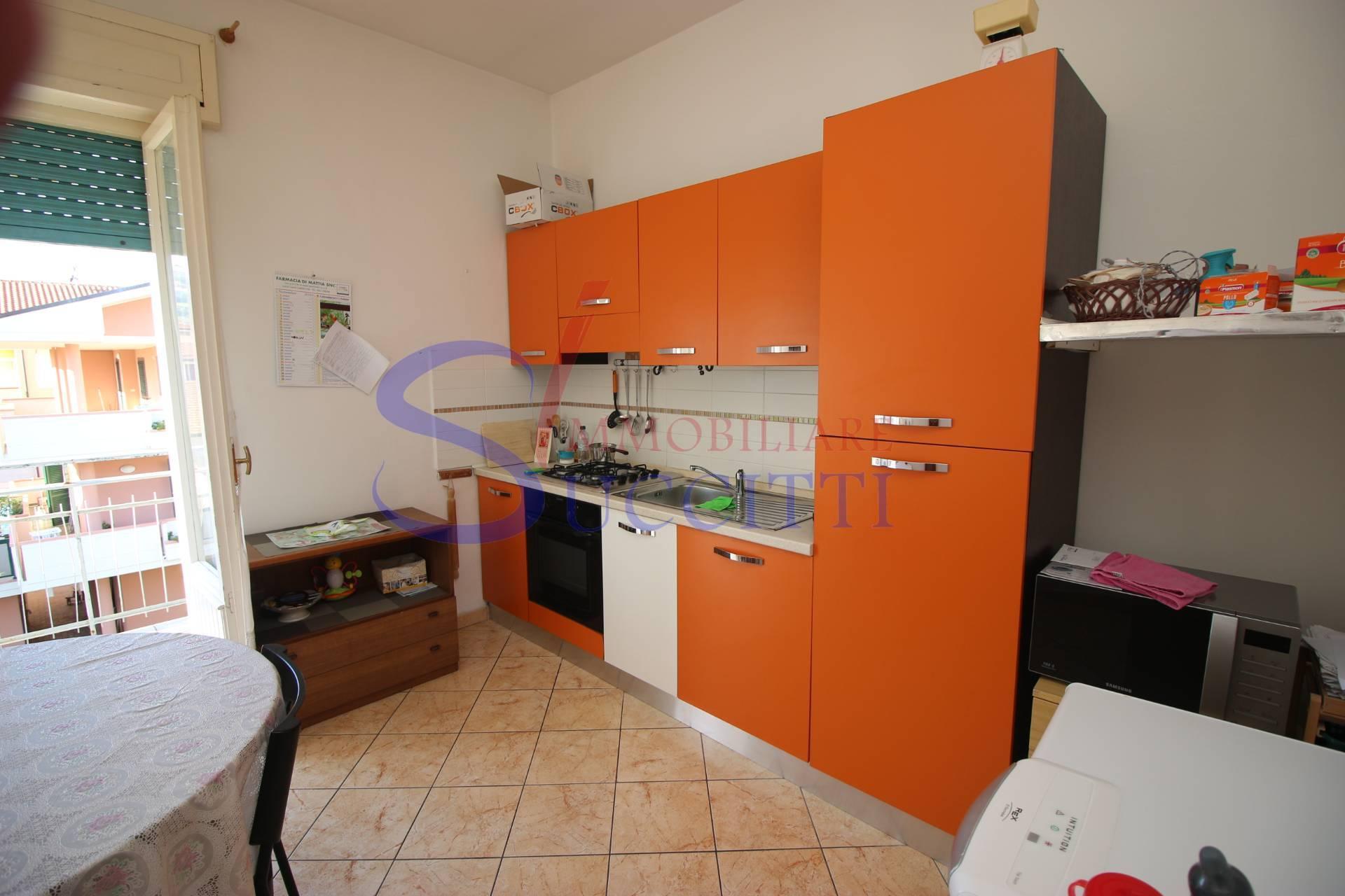 Appartamento in vendita a Tortoreto, 3 locali, zona Località: TortoretoLido, prezzo € 88.000 | CambioCasa.it