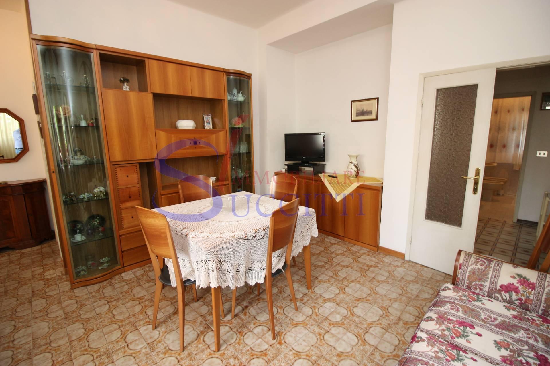 Appartamento in affitto a Alba Adriatica, 5 locali, zona Località: ZonaMare, prezzo € 400 | CambioCasa.it