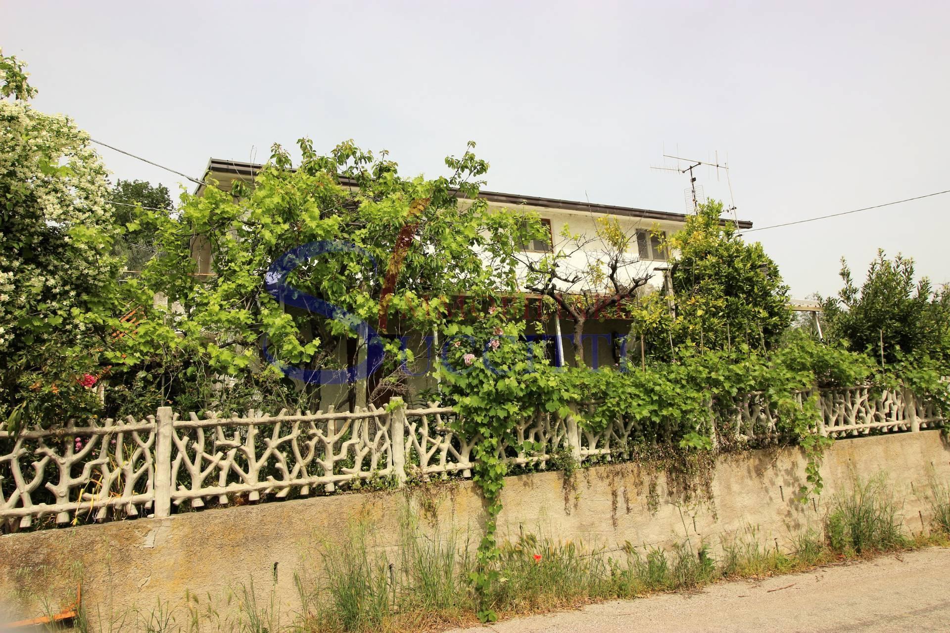 Soluzione Indipendente in vendita a Bellante, 4 locali, zona Località: SanMauro, prezzo € 57.000 | CambioCasa.it