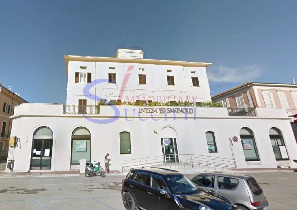 Negozio / Locale in affitto a Giulianova, 9999 locali, prezzo € 550 | CambioCasa.it