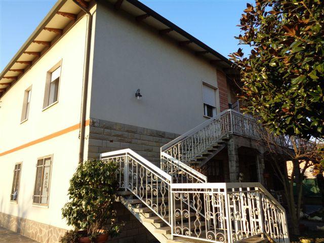 Villa Bifamiliare in vendita a Cento, 6 locali, zona Zona: Renazzo, prezzo € 169.000 | Cambio Casa.it