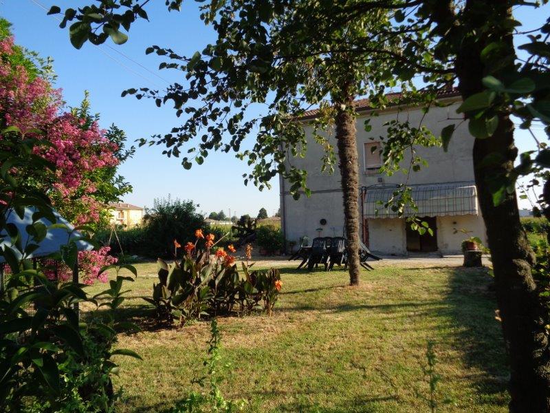 Villa in vendita a Cento, 7 locali, zona Località: XIIMorelli, prezzo € 130.000 | Cambio Casa.it
