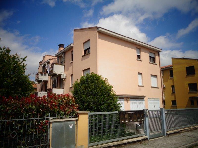 Appartamento in vendita a Castello d'Argile, 3 locali, zona Località: CastellodArgile, prezzo € 100.000   Cambio Casa.it
