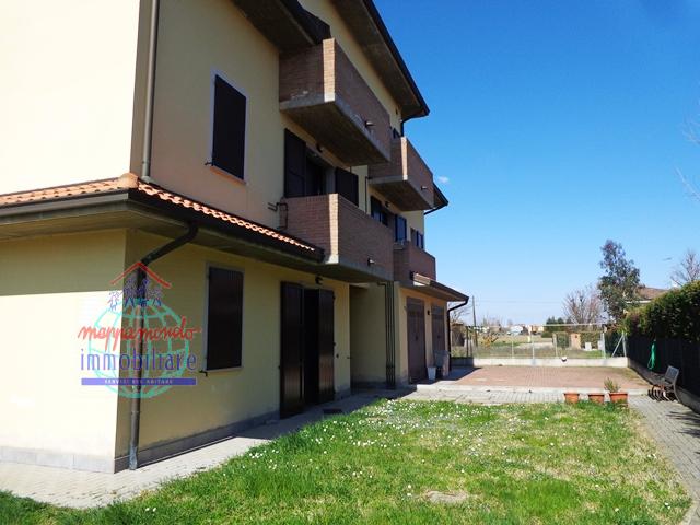 Appartamento in affitto a Cento, 3 locali, zona Località: XIIMorelli, prezzo € 450 | CambioCasa.it