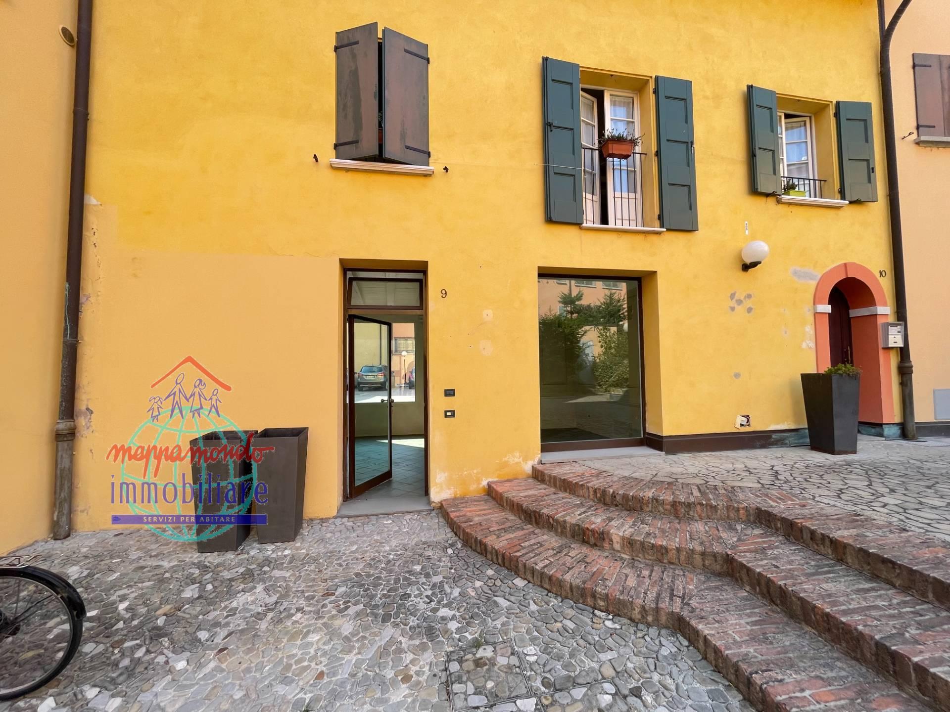 Negozio / Locale in affitto a Cento, 9999 locali, zona Località: Cento, prezzo € 90.000   CambioCasa.it