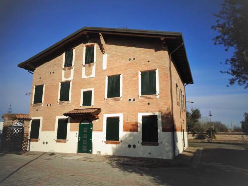 Villa in Vendita a Cento