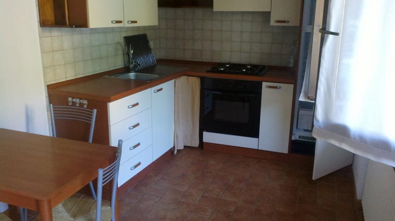 Appartamento in affitto a Fabriano, 3 locali, zona Località: VETRALLA, prezzo € 400 | Cambio Casa.it