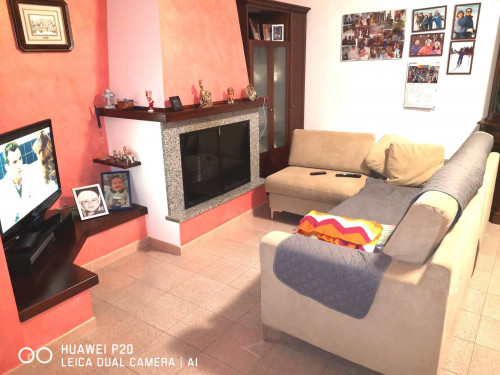 appartamento con ingresso indipendente in Vendita a Fabriano