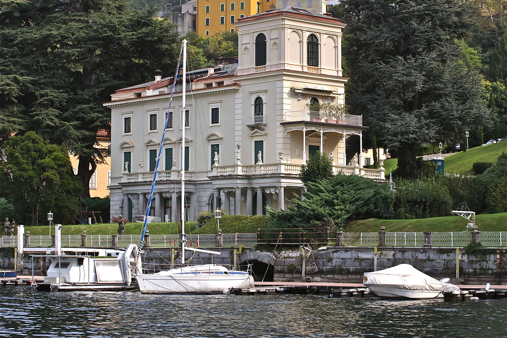 Prestigious apartment in period villa on Lake Como