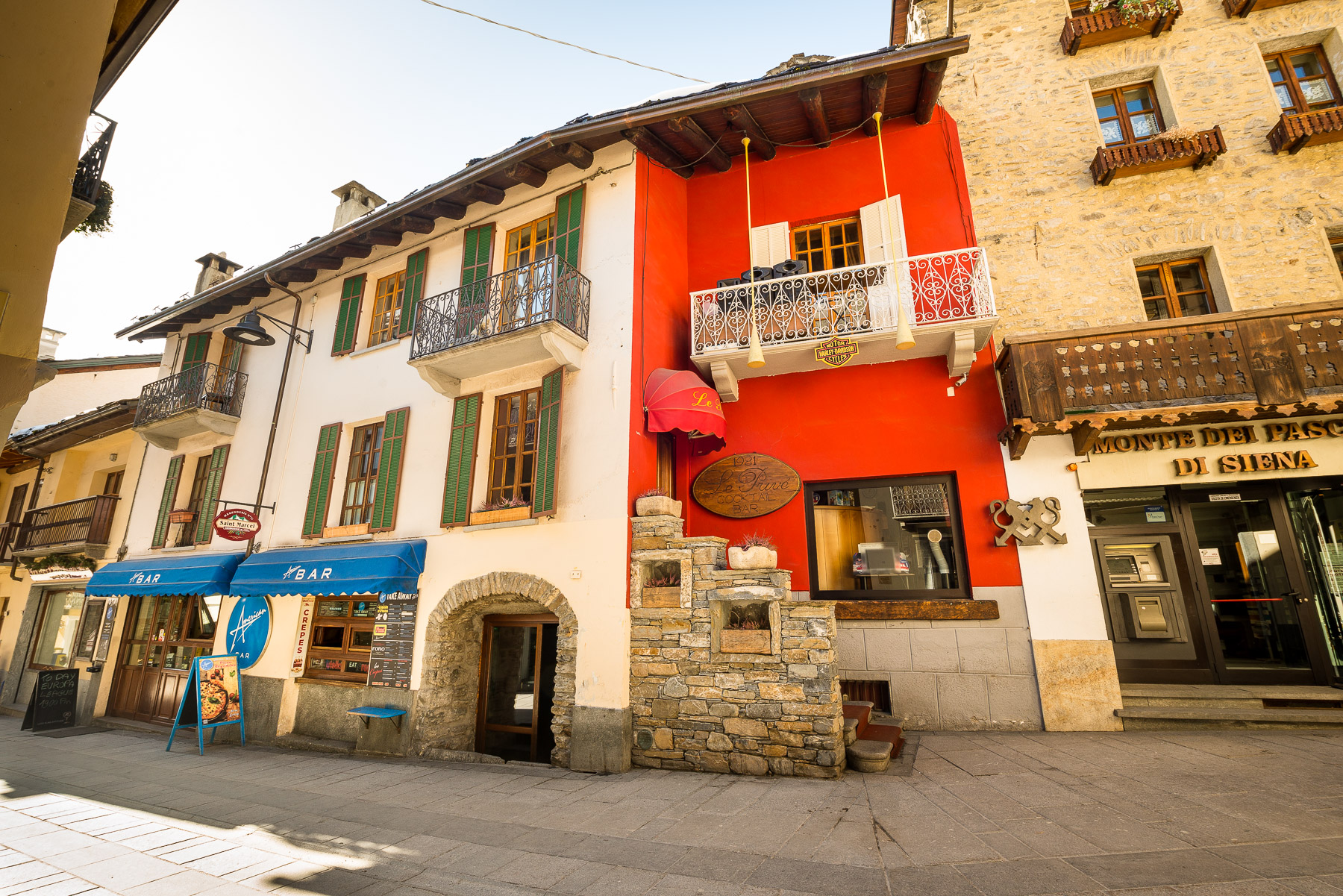 Entire building in the heart of Courmayeur