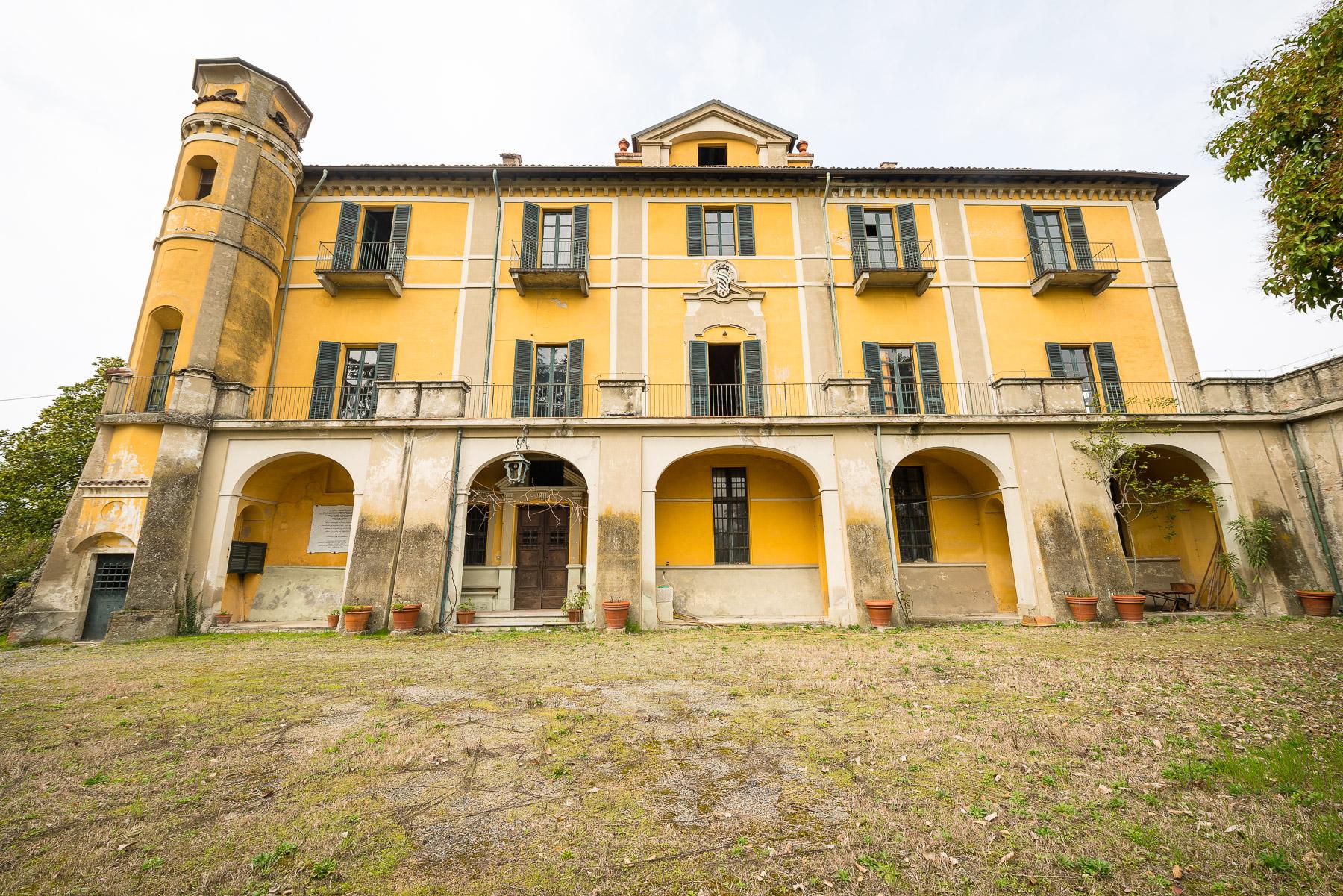 Imponente villa in stile barocco piemontese a Moncestino