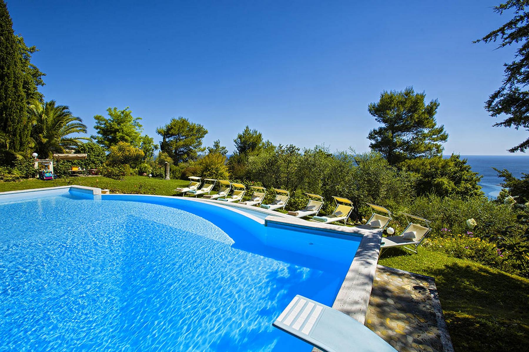 Villa moderne avec piscine et vue à couper le souffle sur la Mer Adriatique