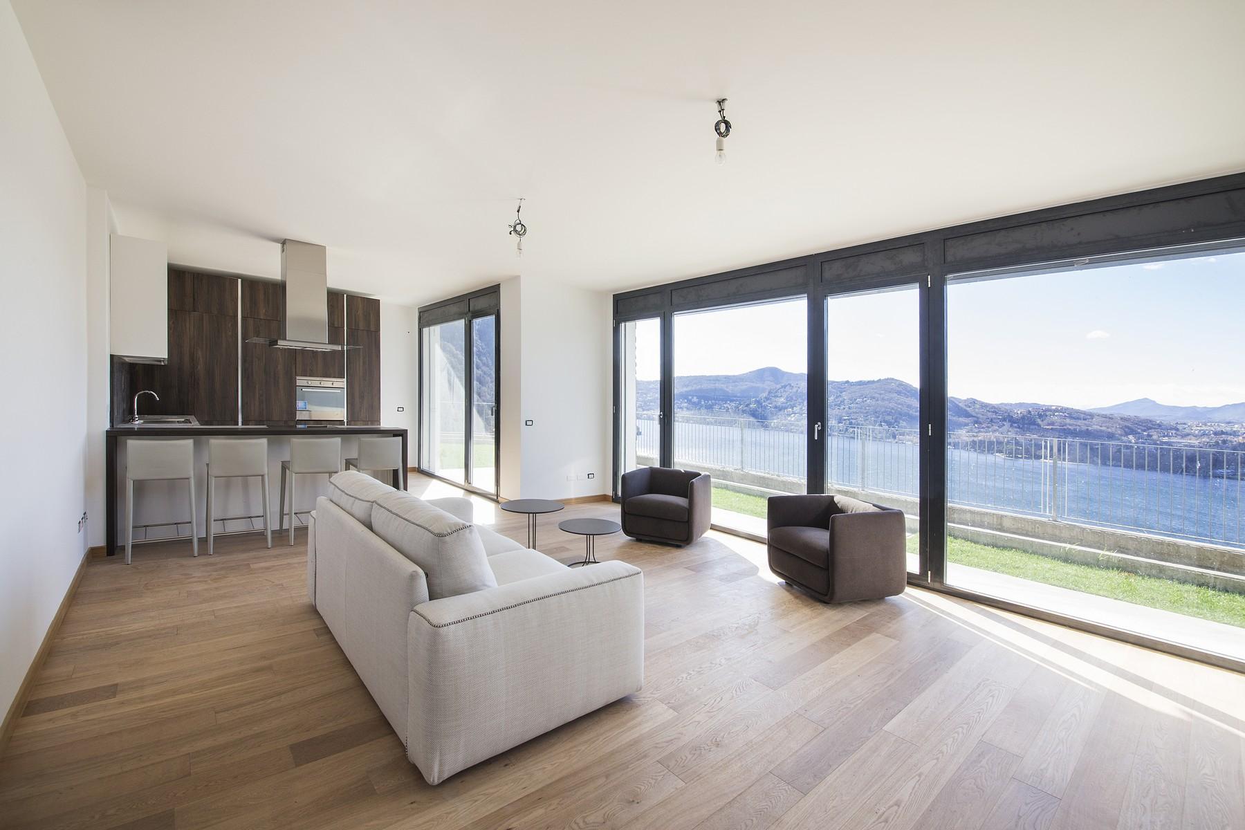 Appartamento modernissimo con giardino privato e vista lago incredibile