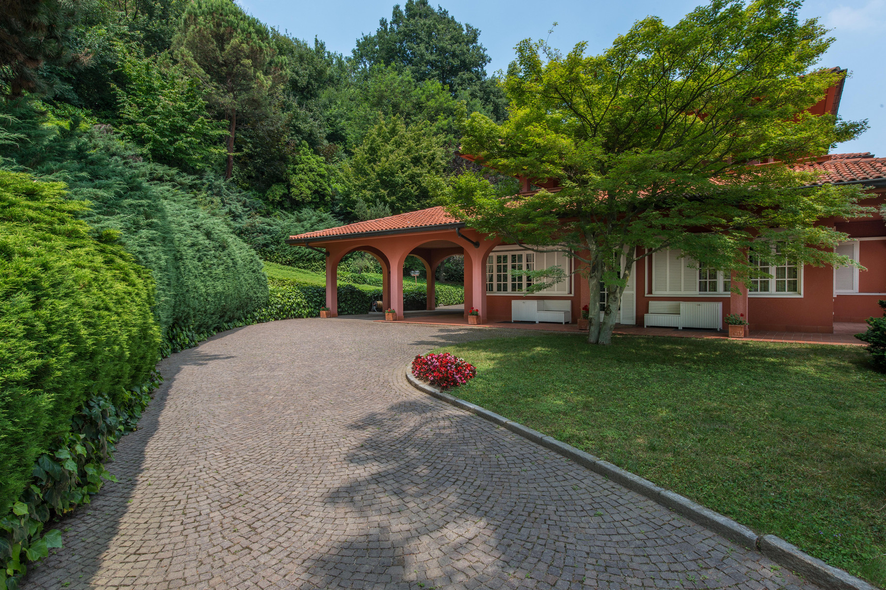 Incomparable villa with swimming pool on Turin hills