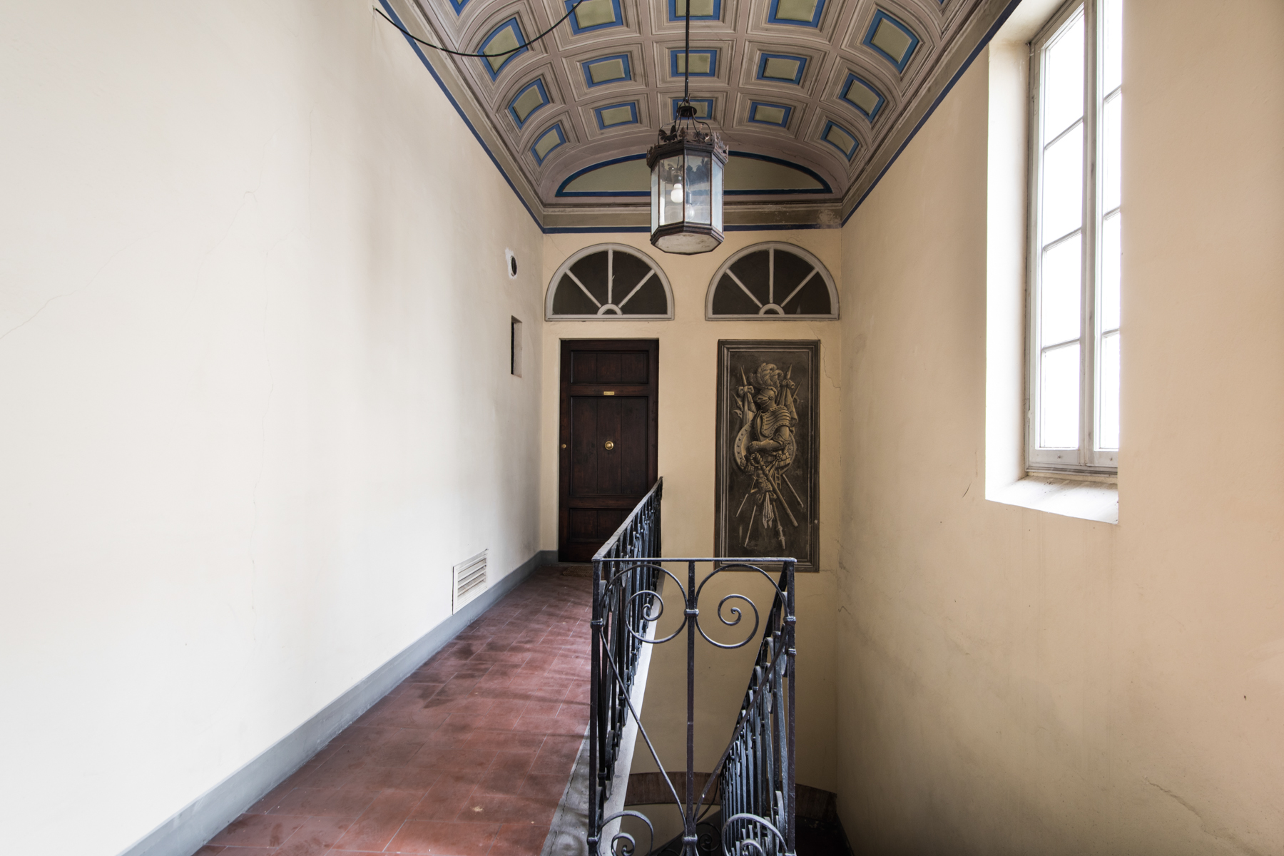 Fascinating apartment in the historical center in need of renovation