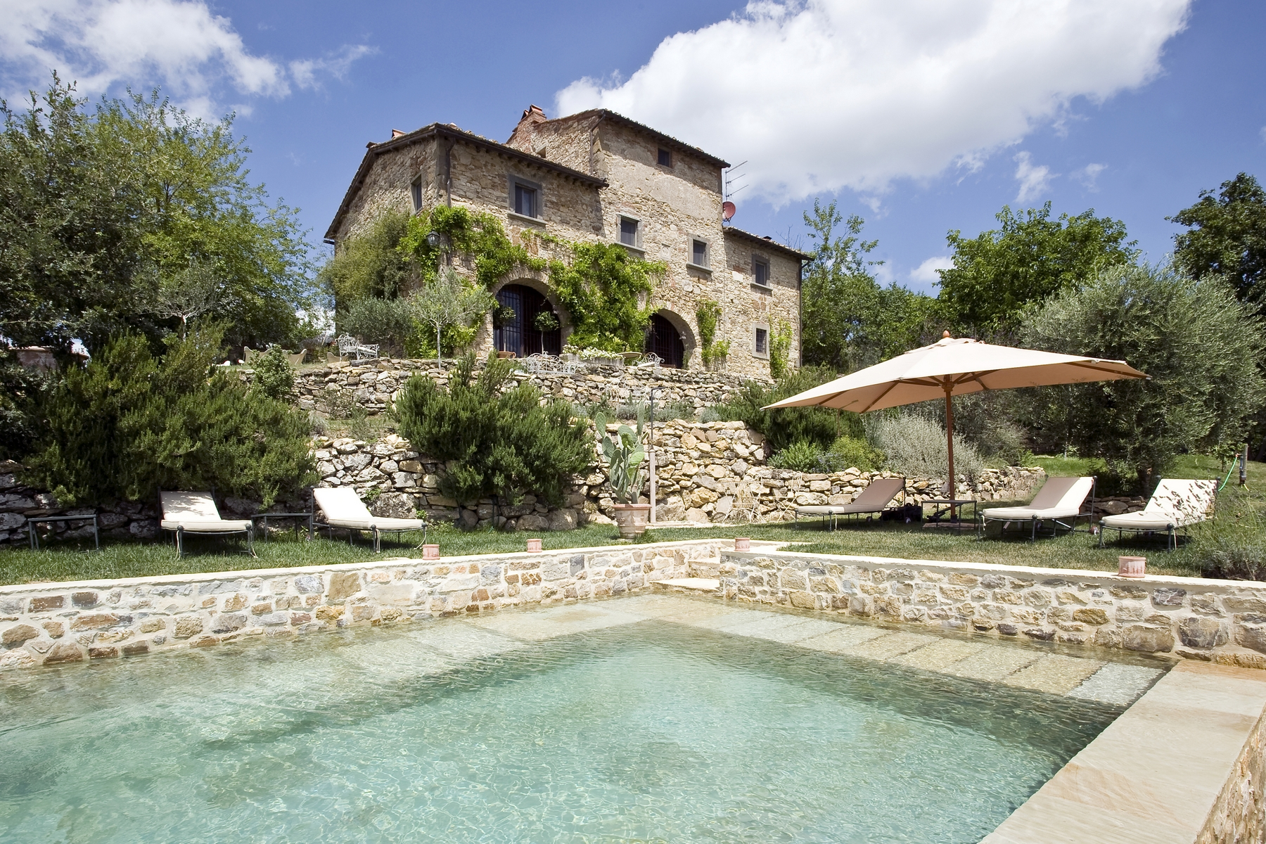 A charming chianti farmhouse with breathtaking views and pool