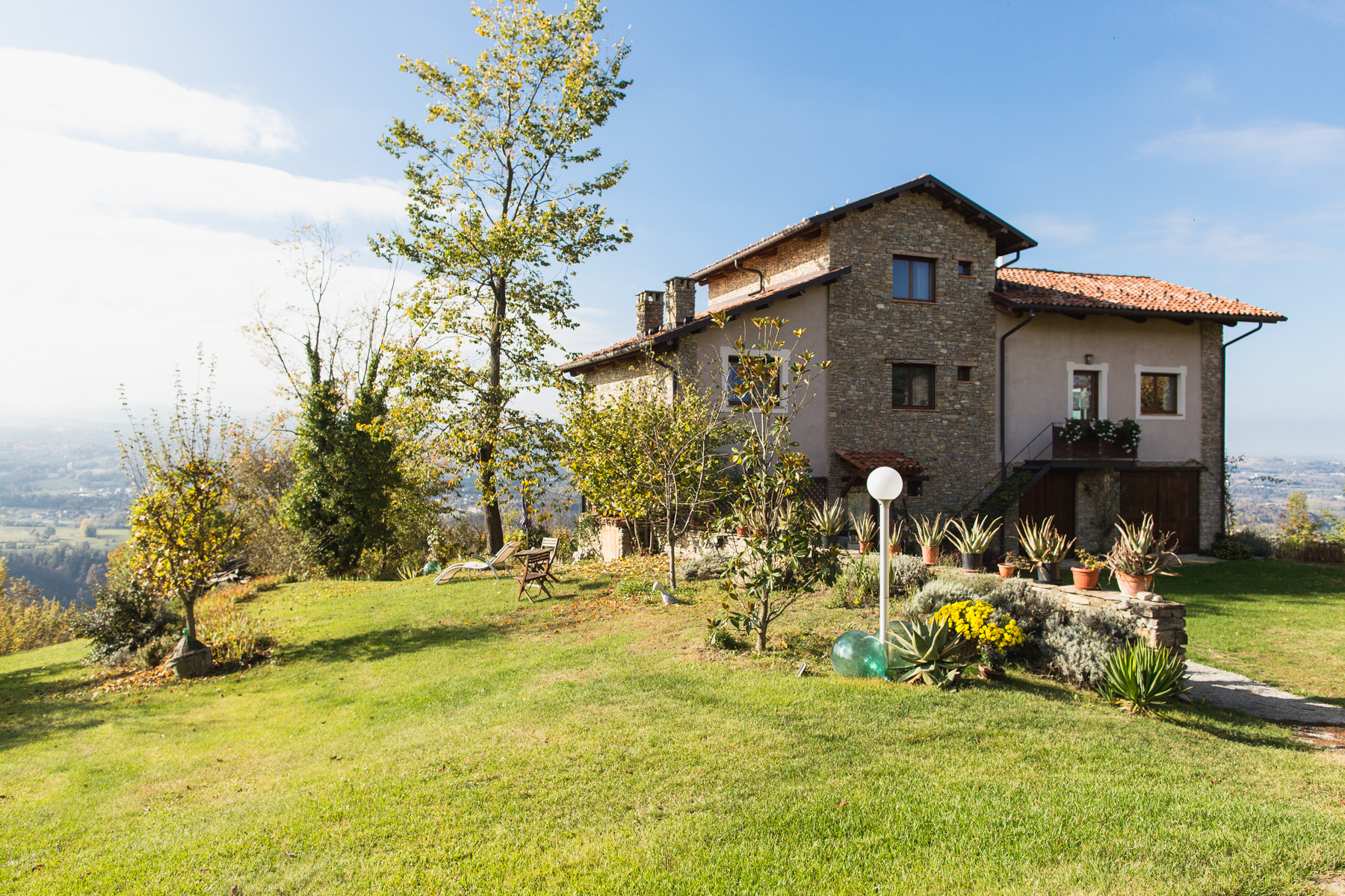 Cozy Country Home overlooking the Langhe