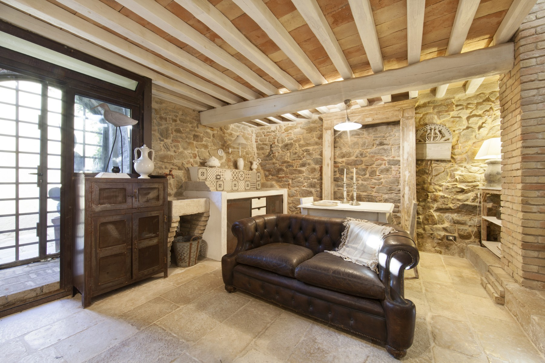 Finely restored apartment in medieval village of Pereta