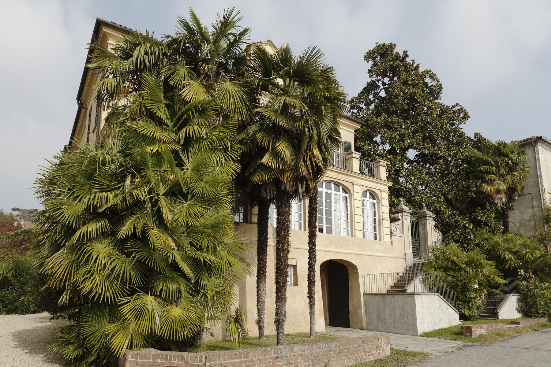 A fascinating XVII century Villa in Revigliasco Hill