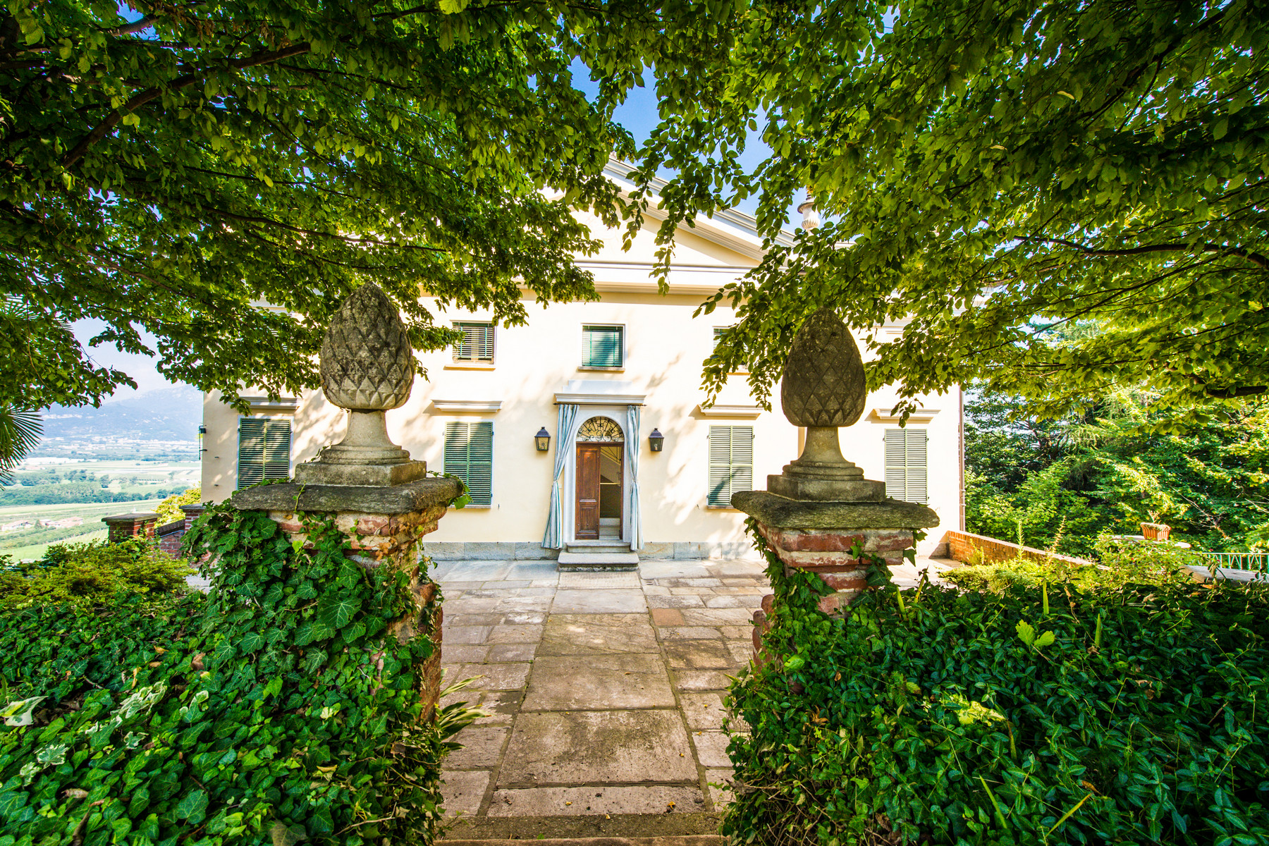 Splendid villa with a winery in a Piedmont