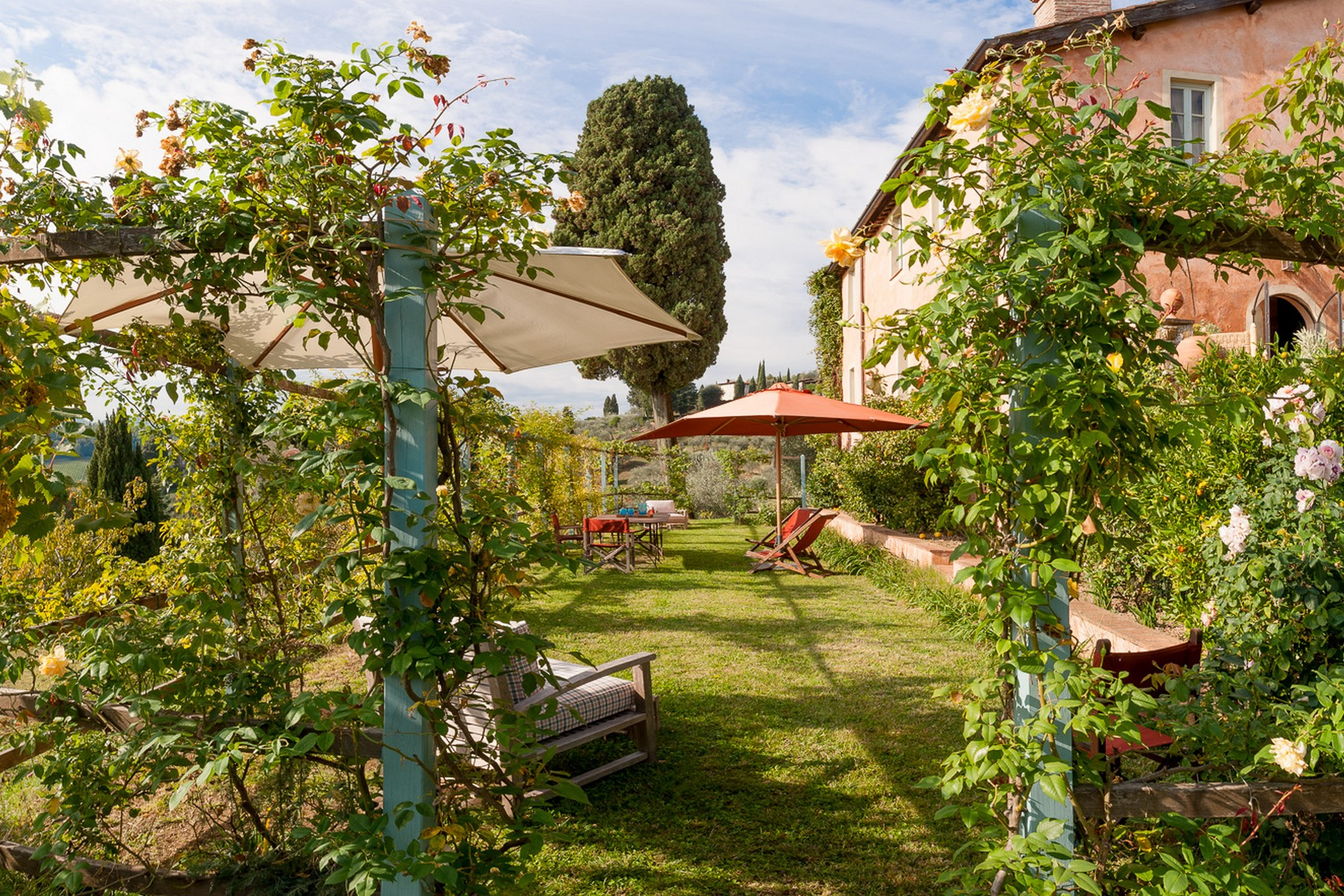 Merveilleuse ferme avec un incroyable jardin dans la campagne de Lucca
