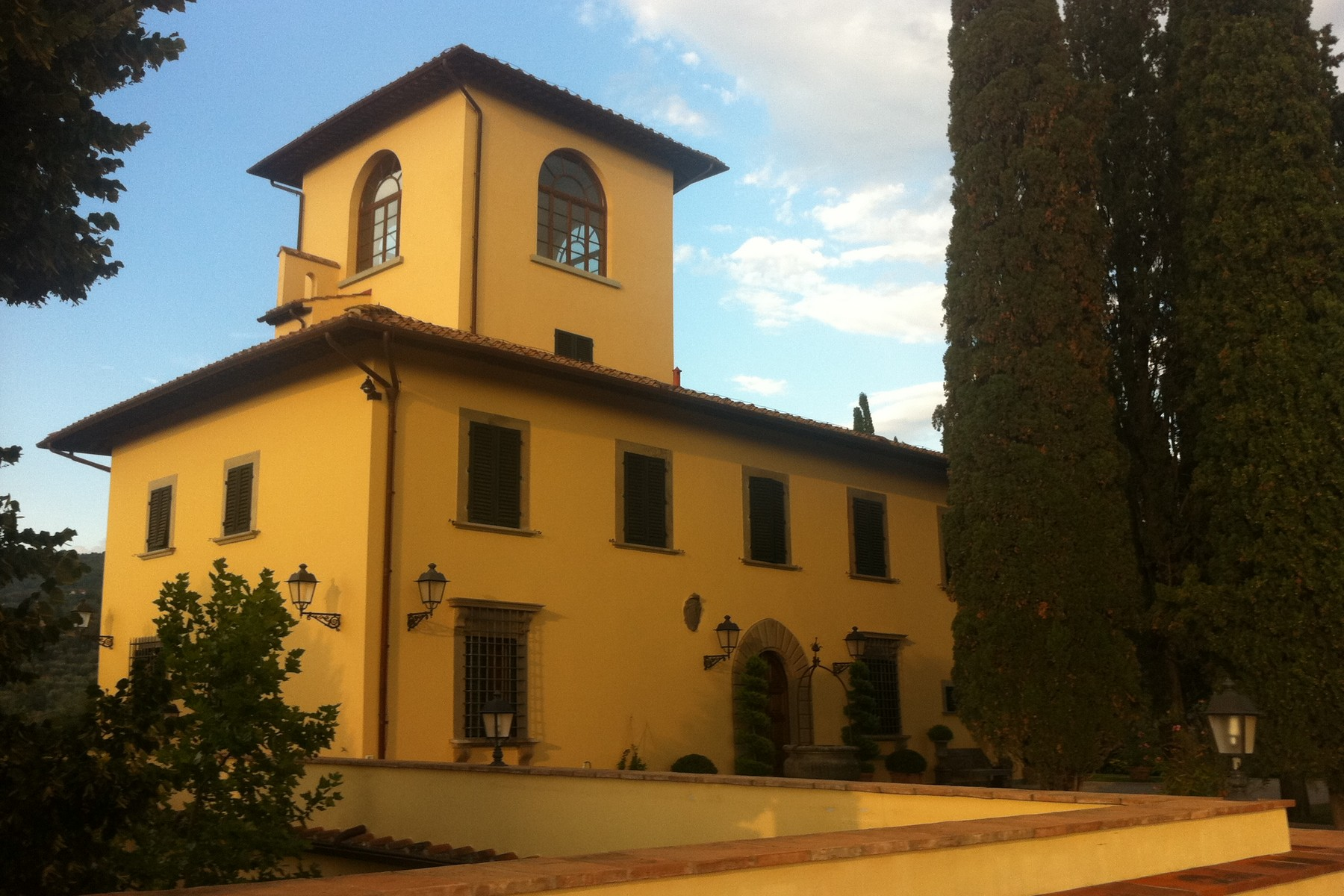 An exclusive, fully restored 14th century villa with every commodity in florence