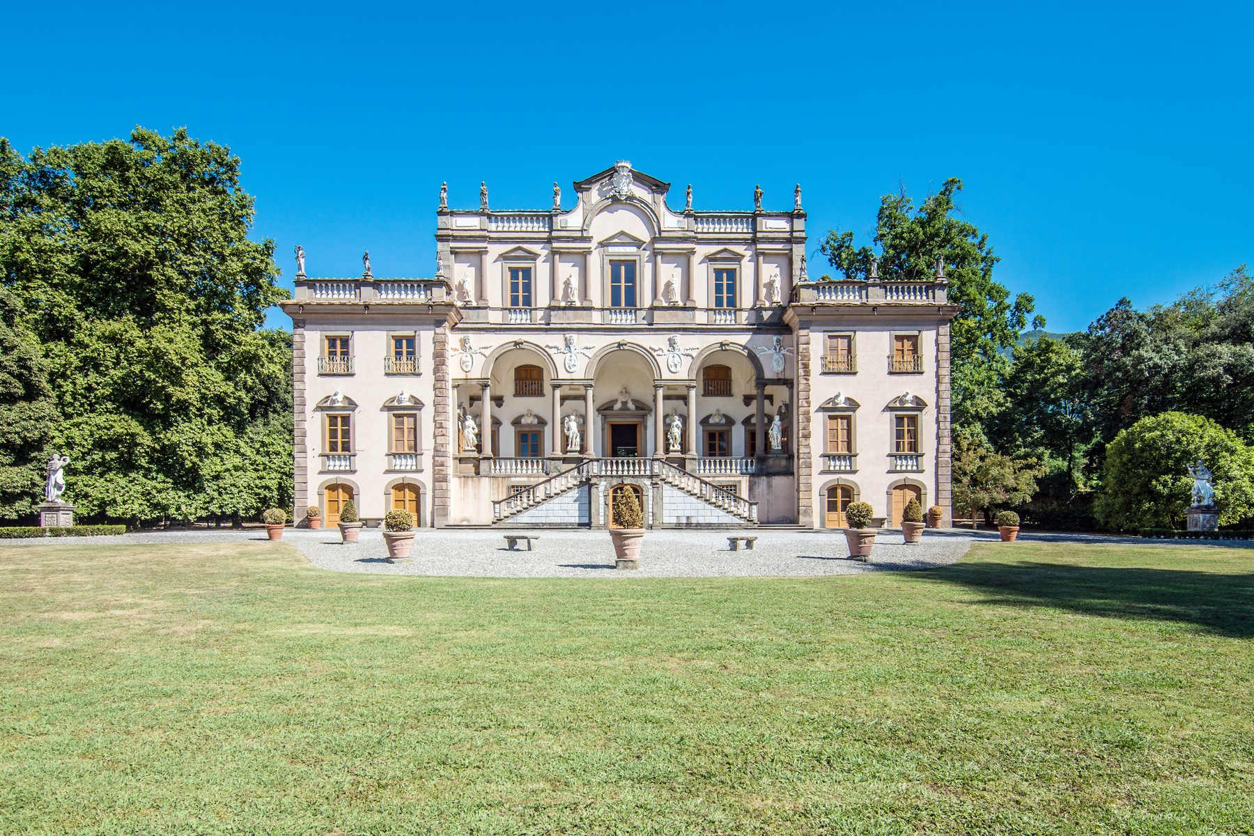 Luxury historic mansion in the countryside of Lucca