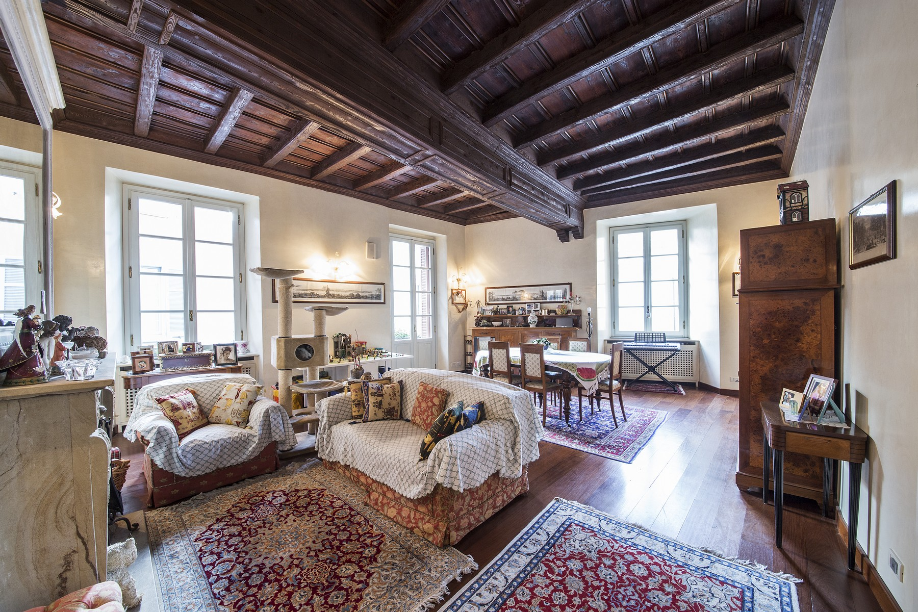 Wonderful apartment in prestigious building in the center of Como