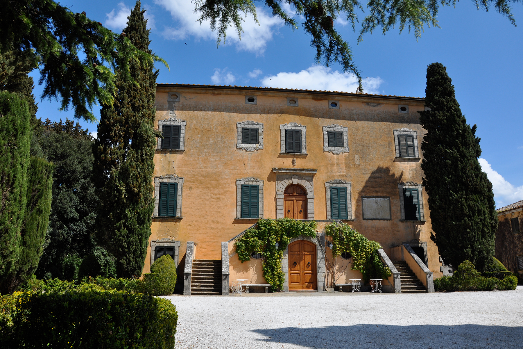 17Th century tuscan villa: beautiful and original