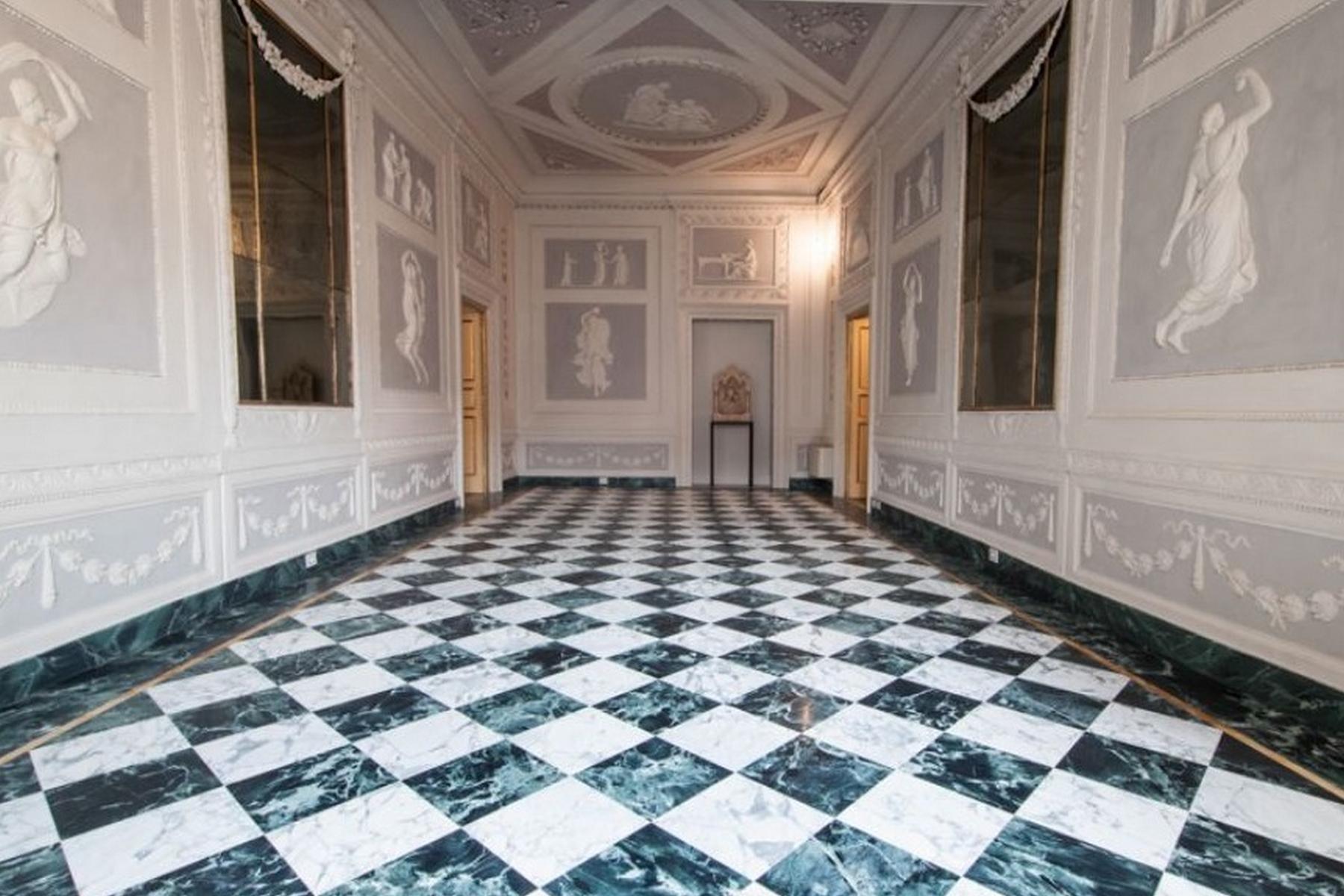 Luxueux appartement décoré de fresques au cœur  de Lucca