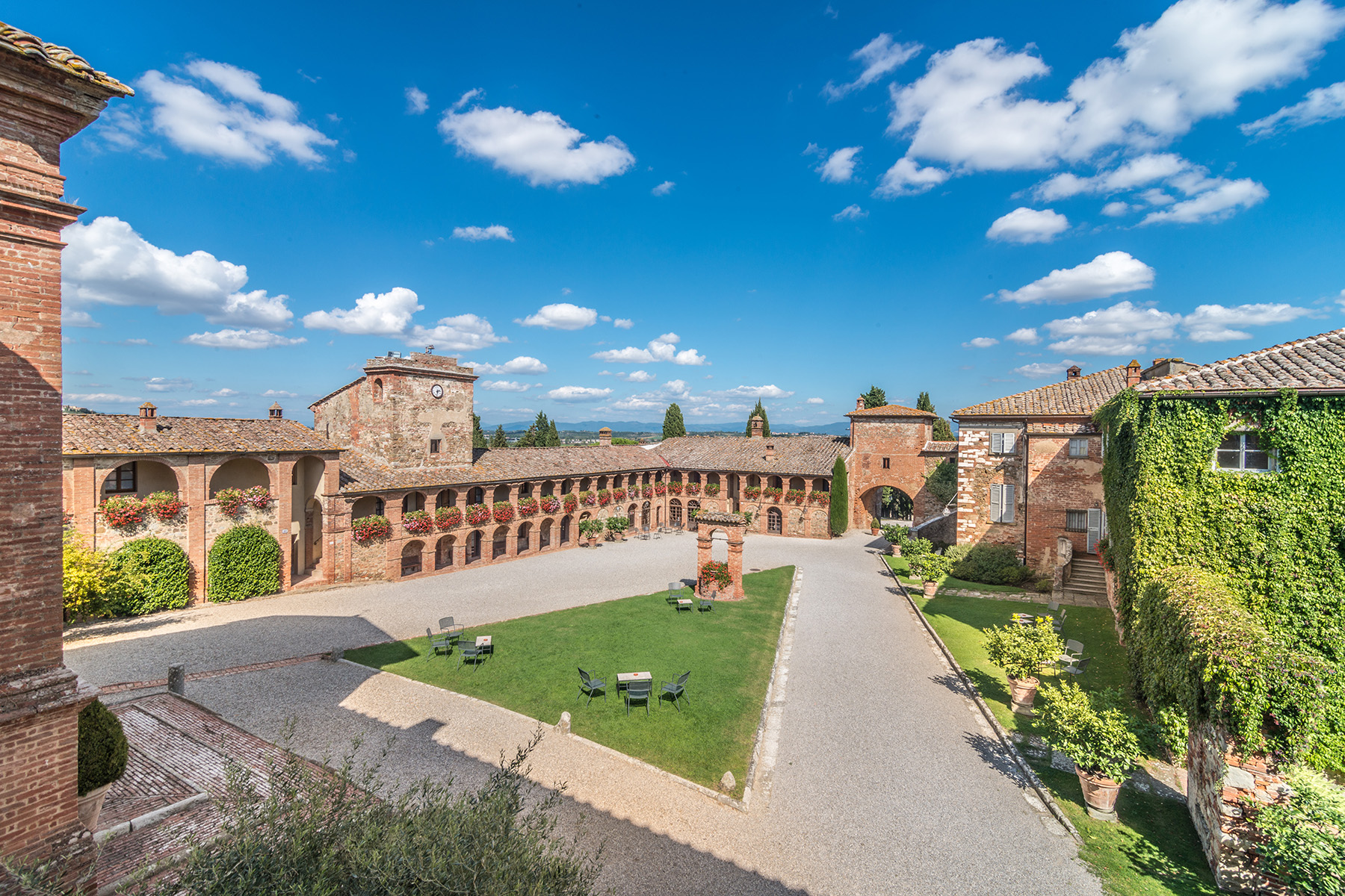 Amazing boutique hotel near siena