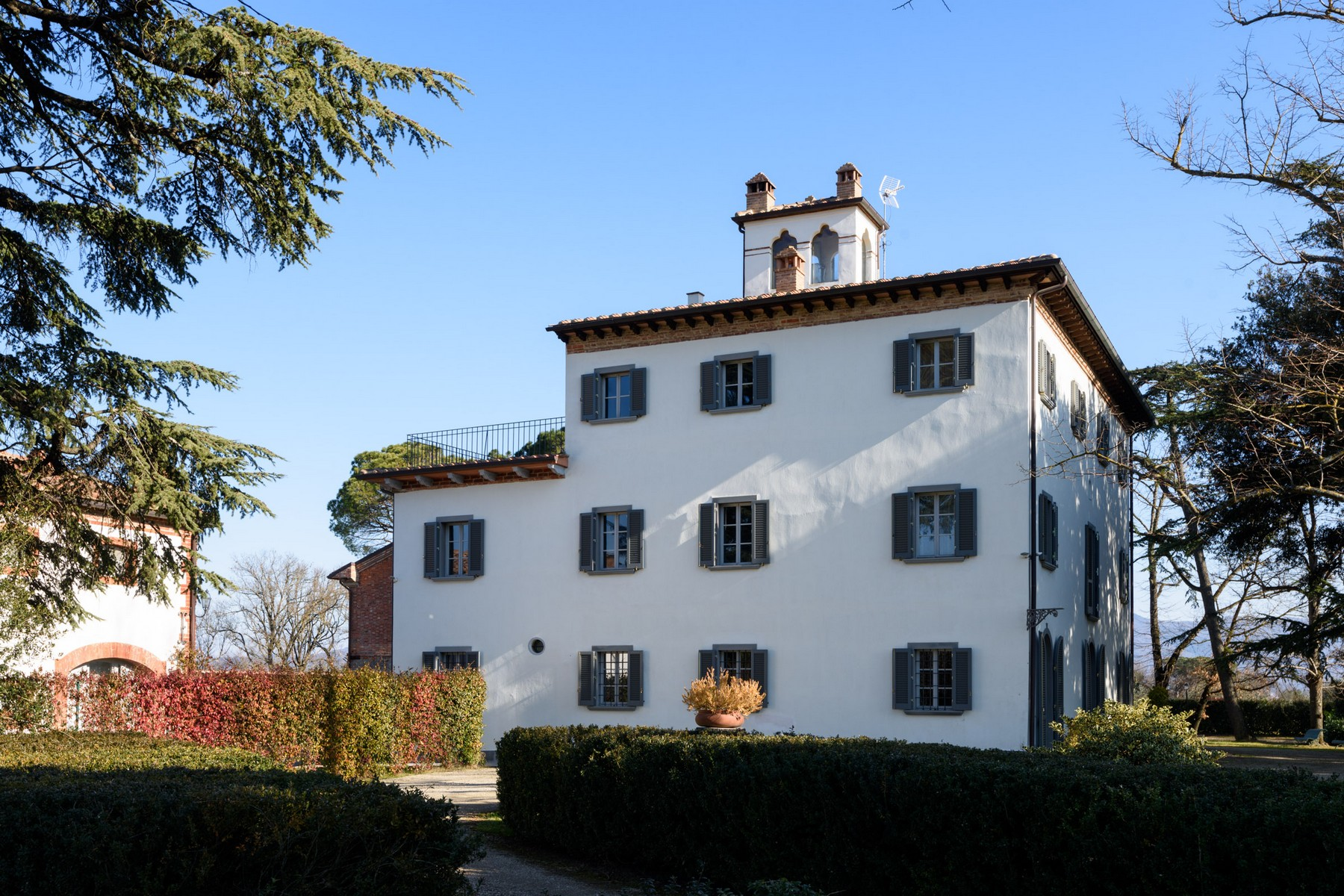 Magnificent villa in the arezzo countryside