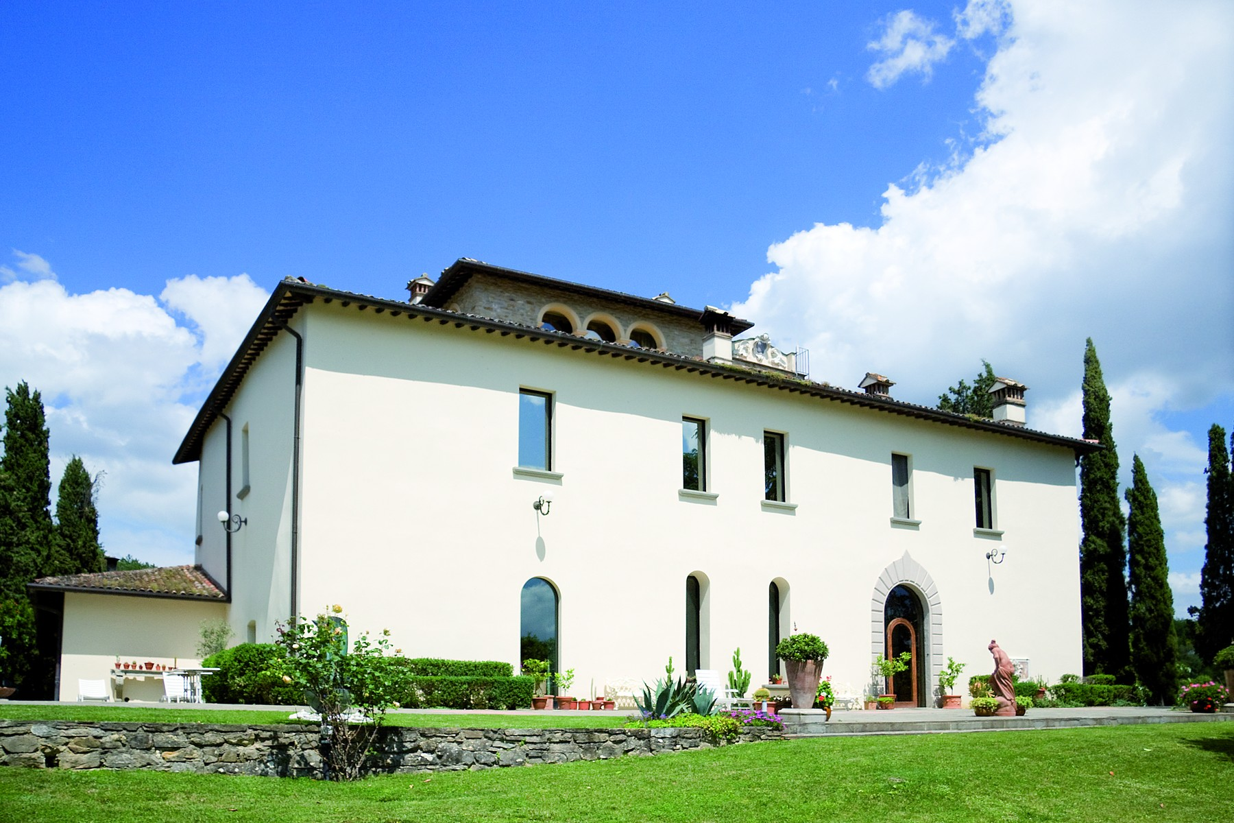 Exclusive villa in umbrian countryside