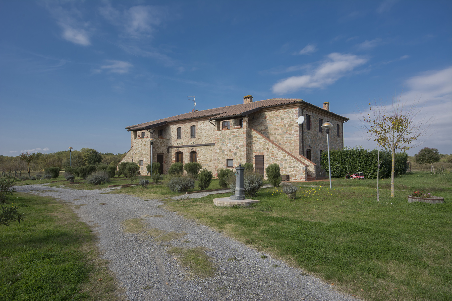 Stunning natural oasis facing Trasimeno Lake