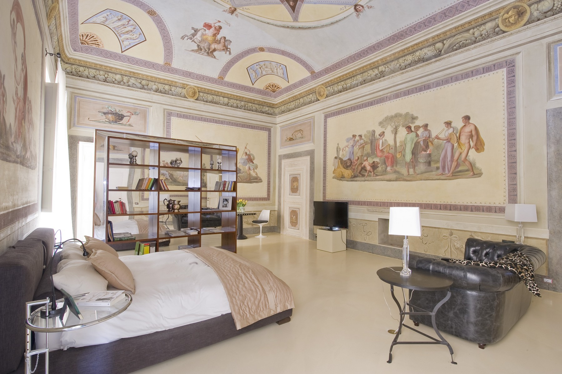 Historic opera apartment in the heart of florence