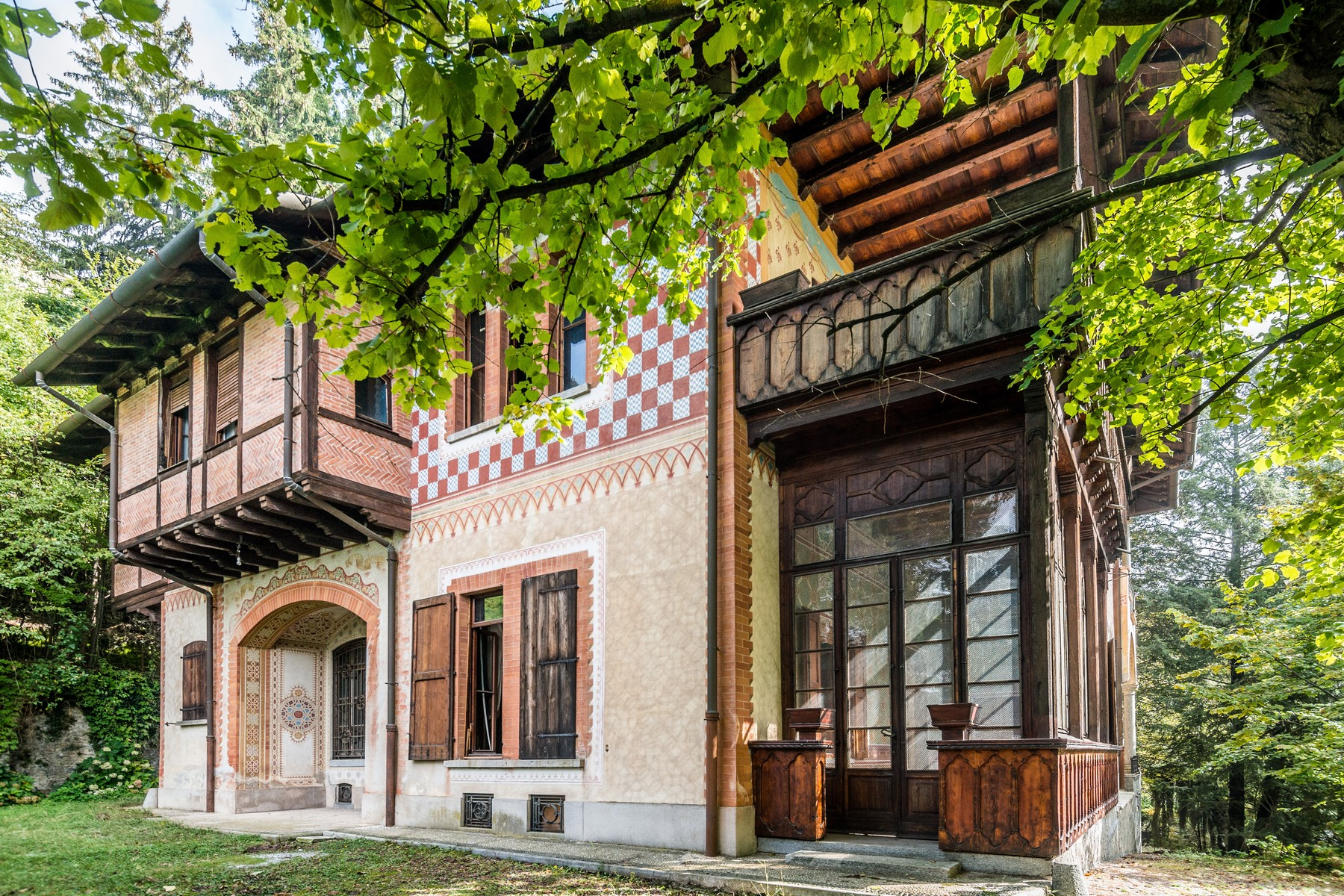 Superlative neo-medieval villa