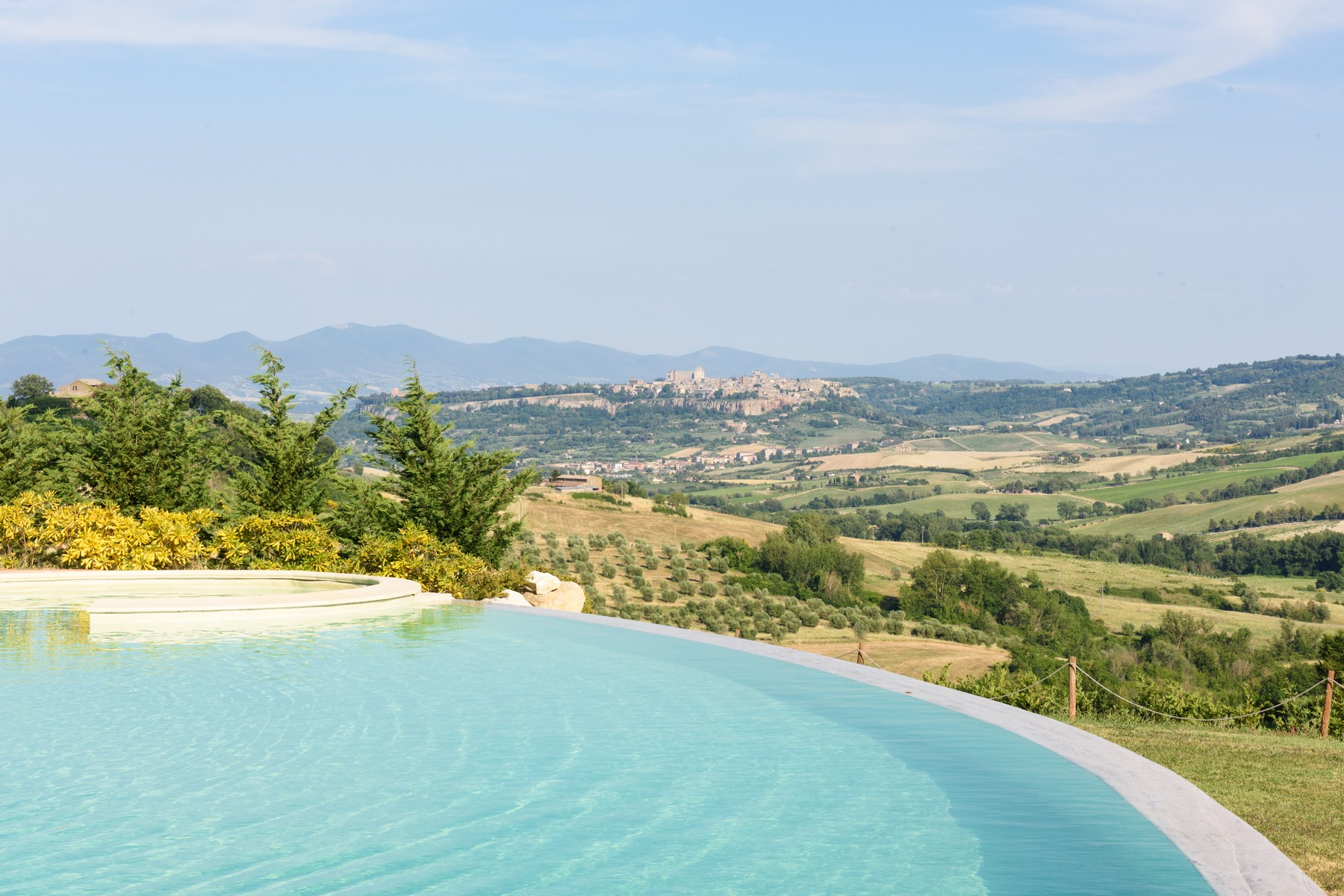 Country home with splendid views and spectacular infinity pool