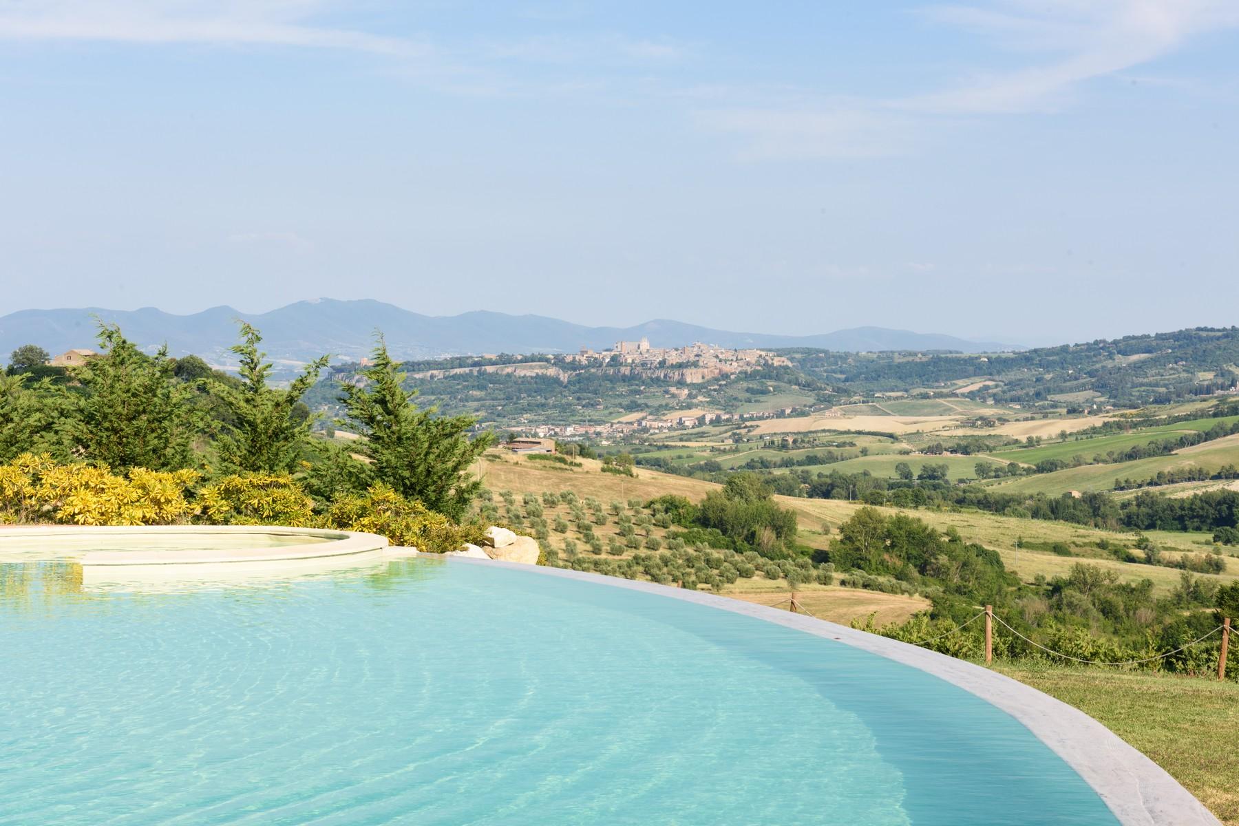 Villa di campagna con vista mozzafiato e piscina infinity