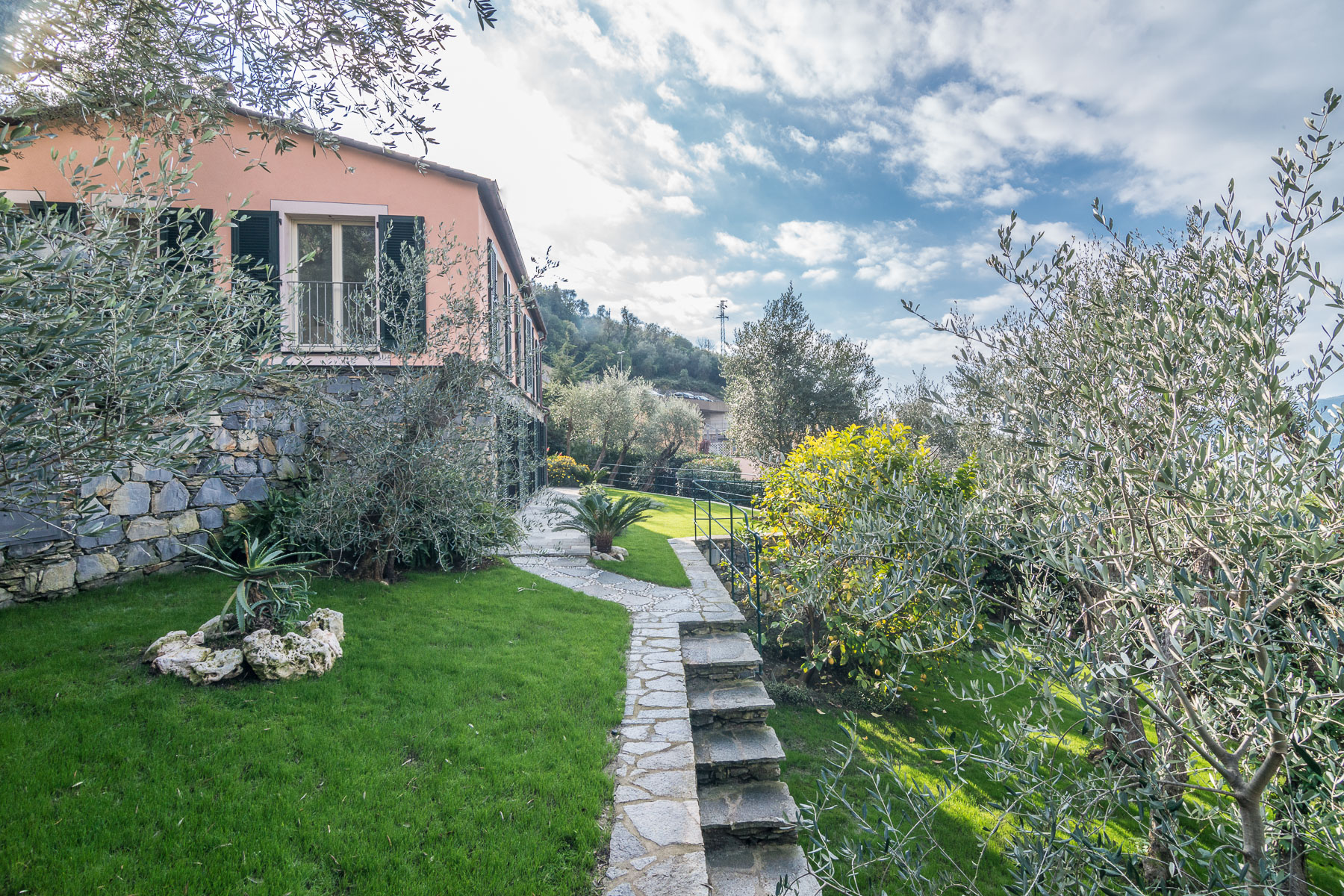 Charming villa with views of the Italian Riviera