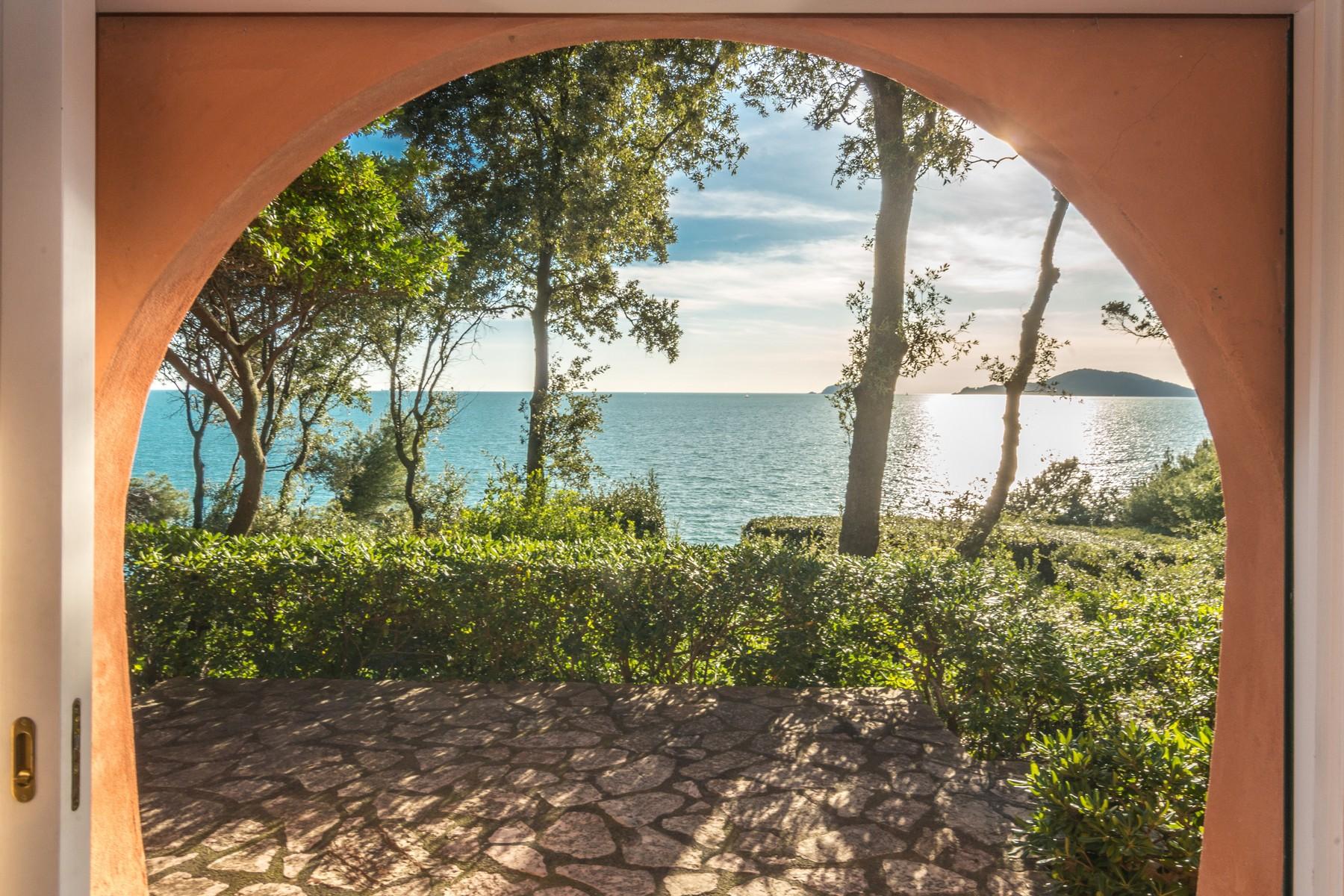 Villa a picco sul mare a Lerici