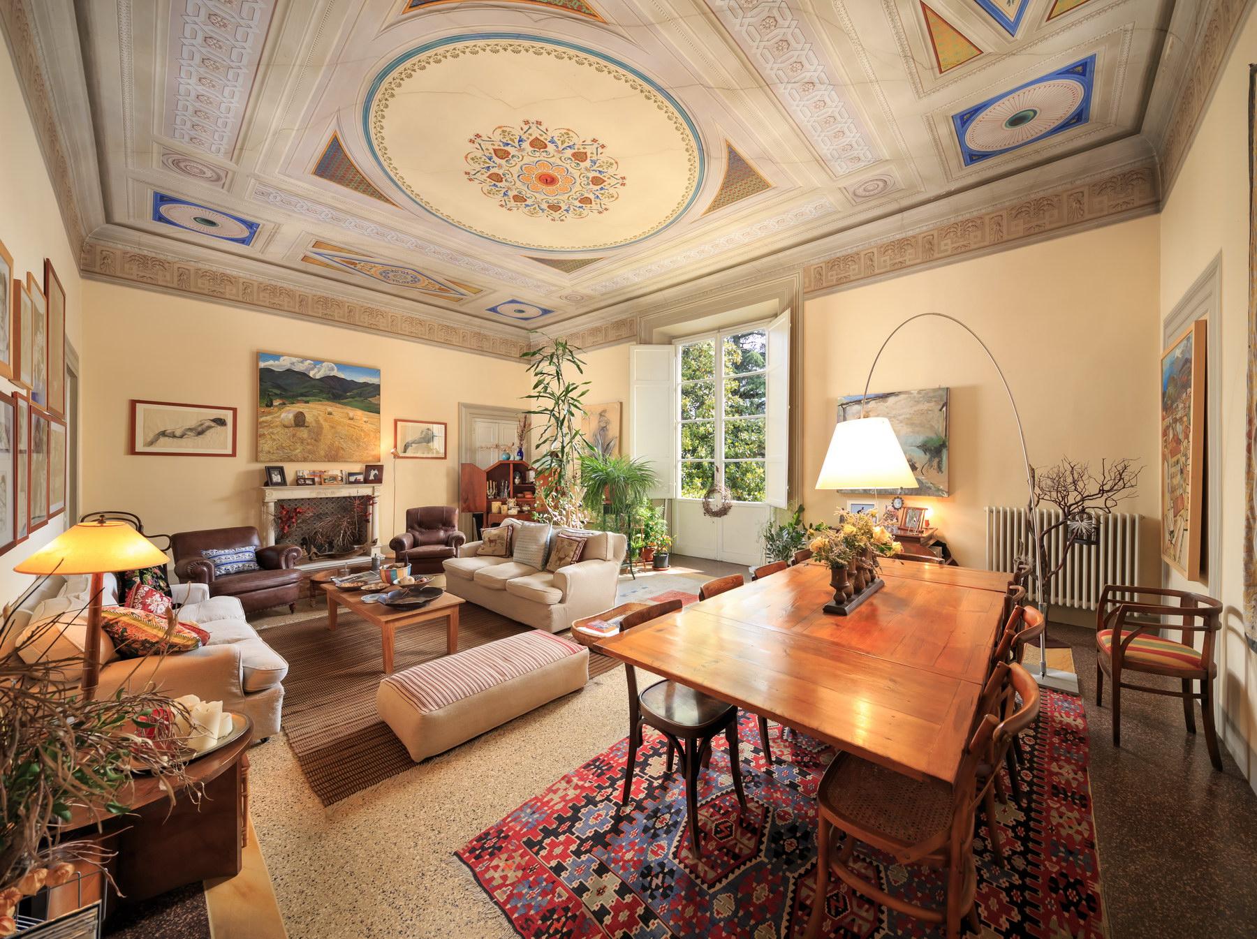 Elegant apartment in the historic center of Lucca