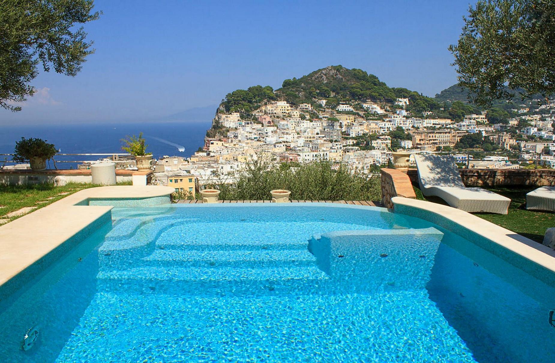 Villa Panoramica con Piscina nel Centro di Capri