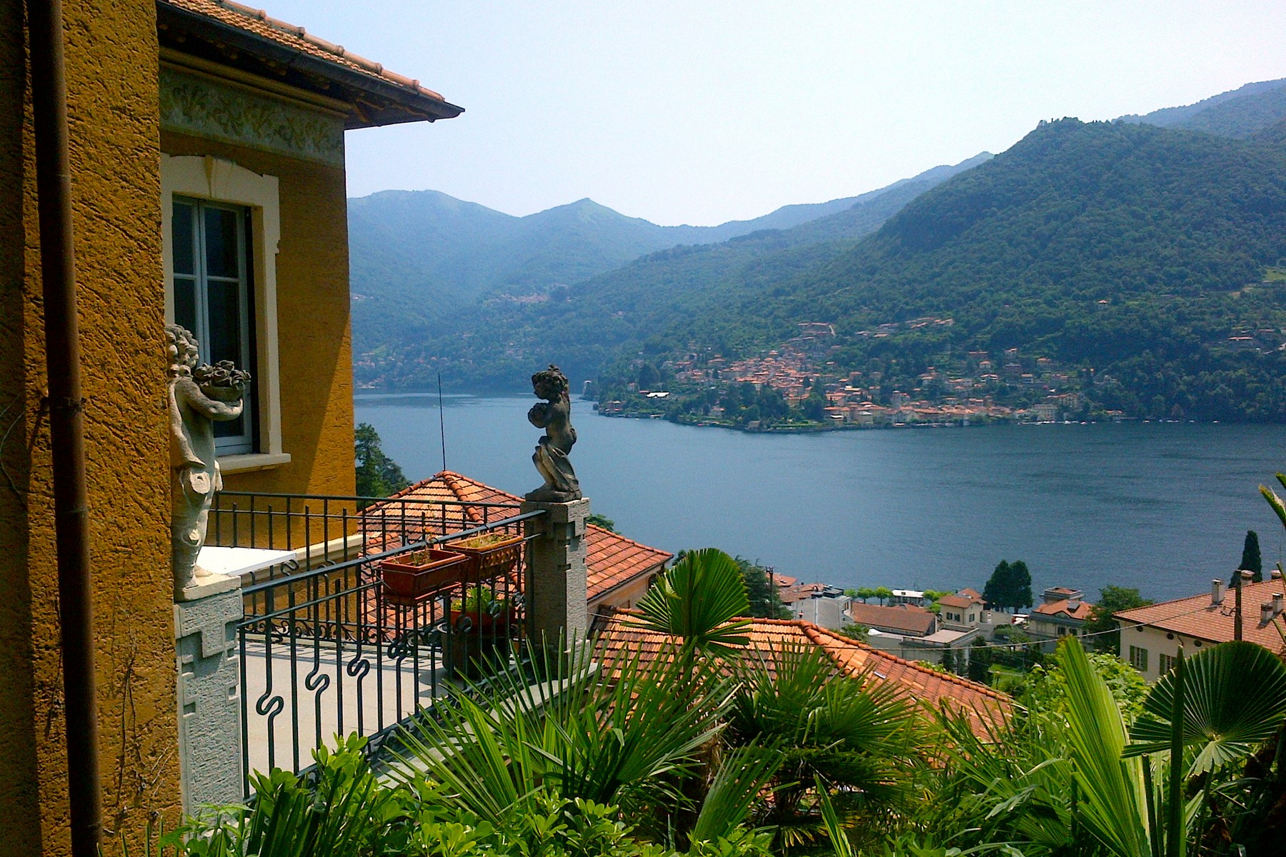 Prestigiosa porzione di villa Liberty con vista lago