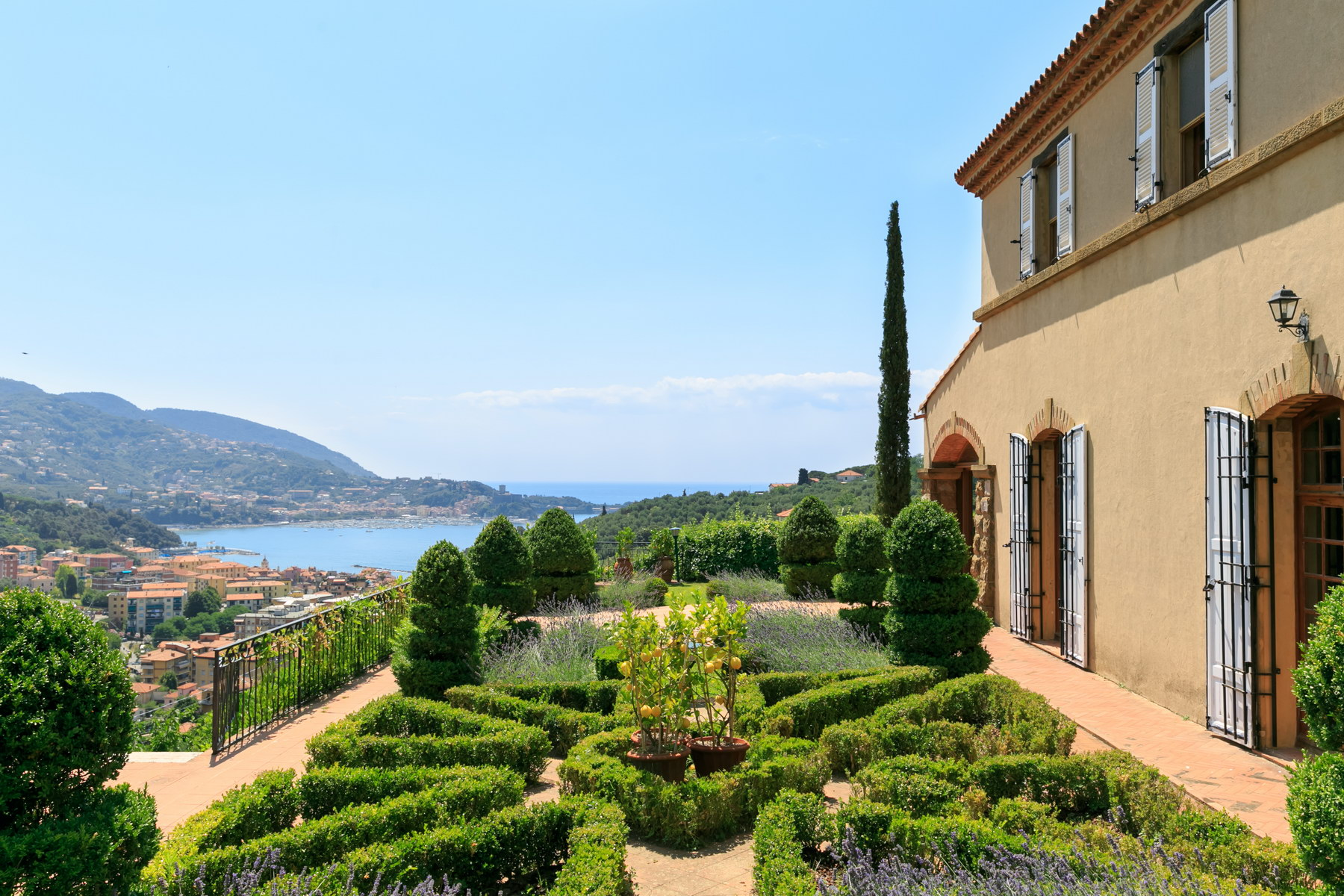 Lovely villa with sea views on the gulf of Lerici